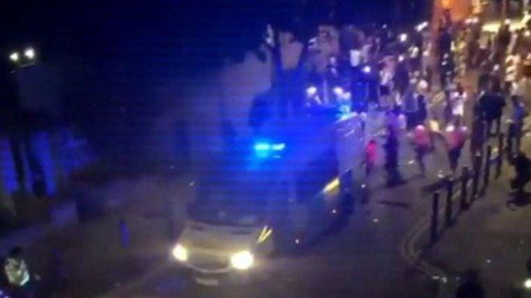 Összecsaptak a rendőrökkel a brixtoni illegálpartizók