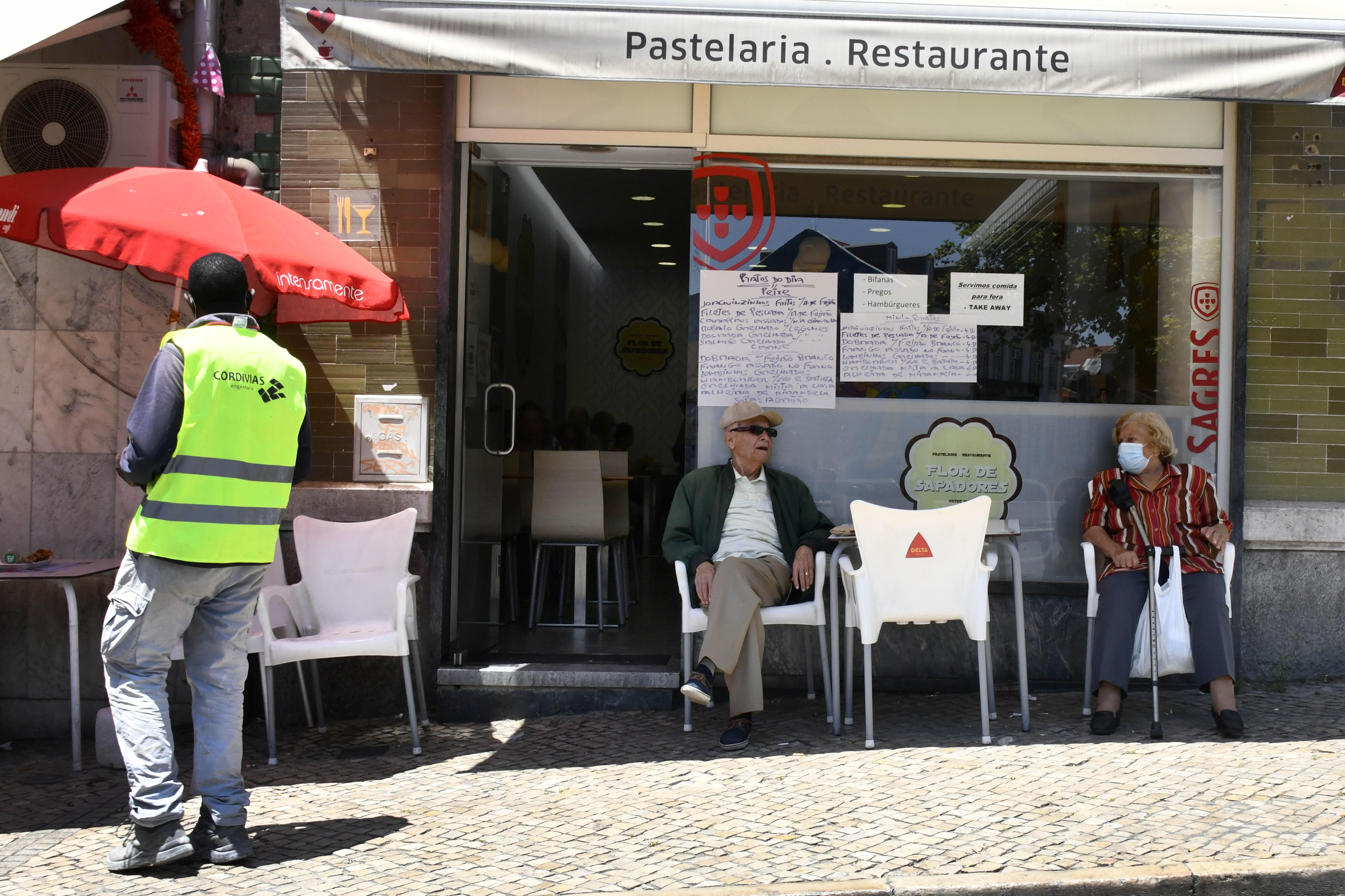 Bezárnak a katalán kocsmák és éttermek