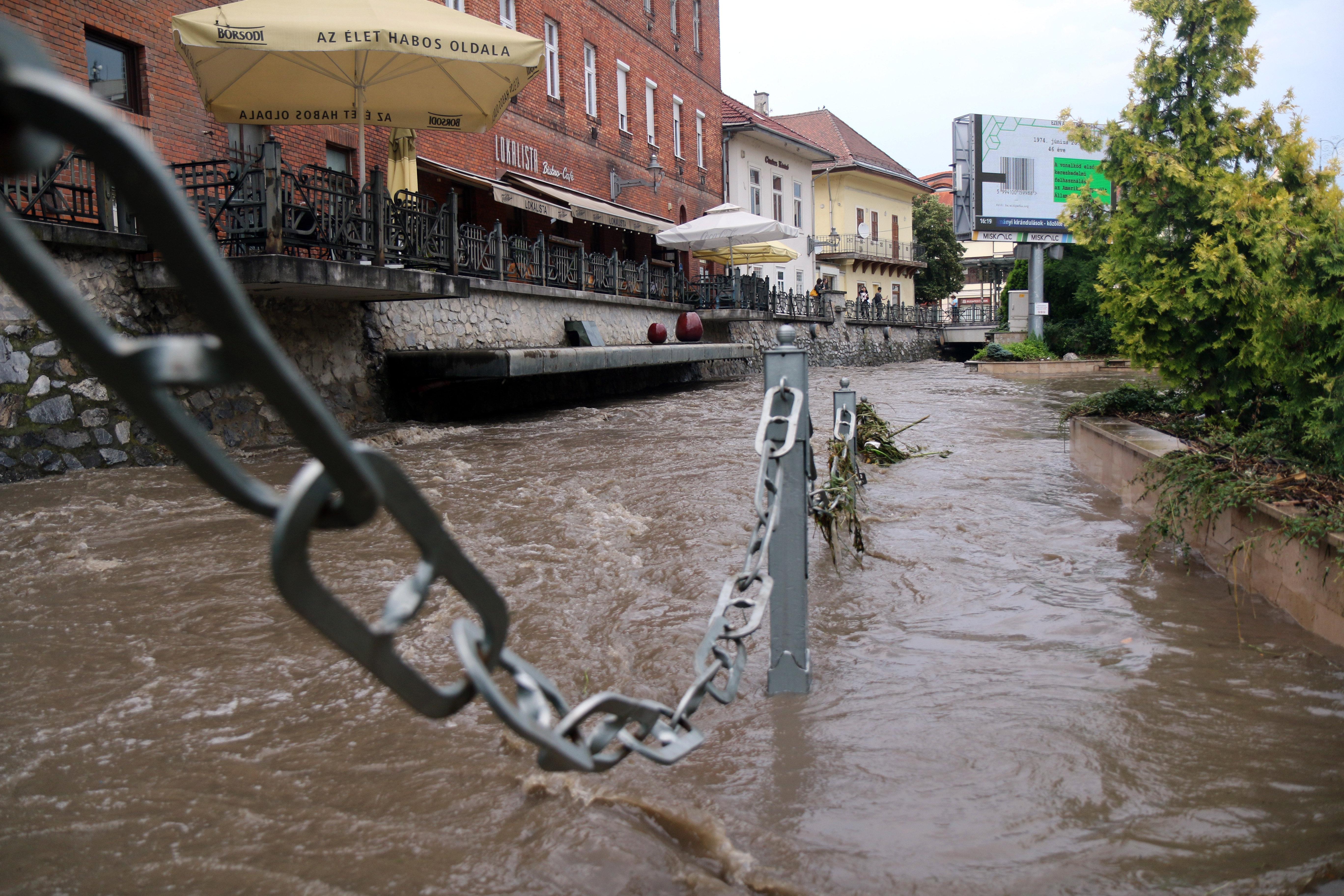 45-en maradtak otthon nélkül Egerben a péntek éjszakai vihar után