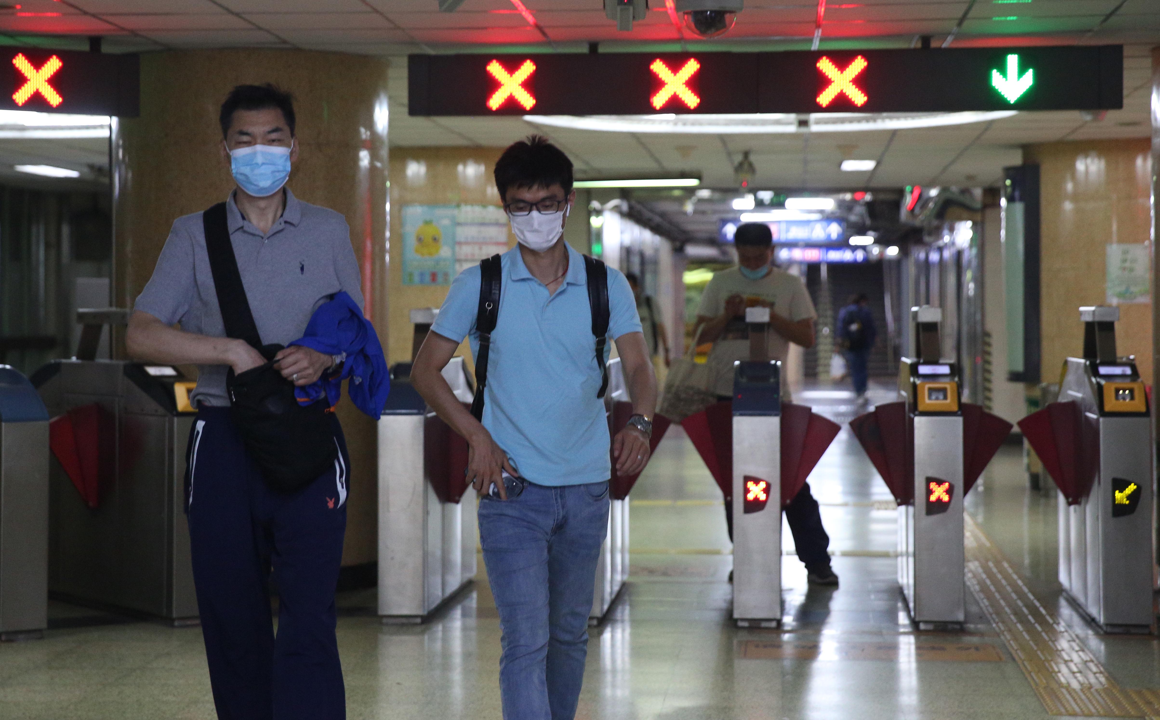 Félmillió ember került karantén alá Peking térségében a koronavírus terjedése miatt