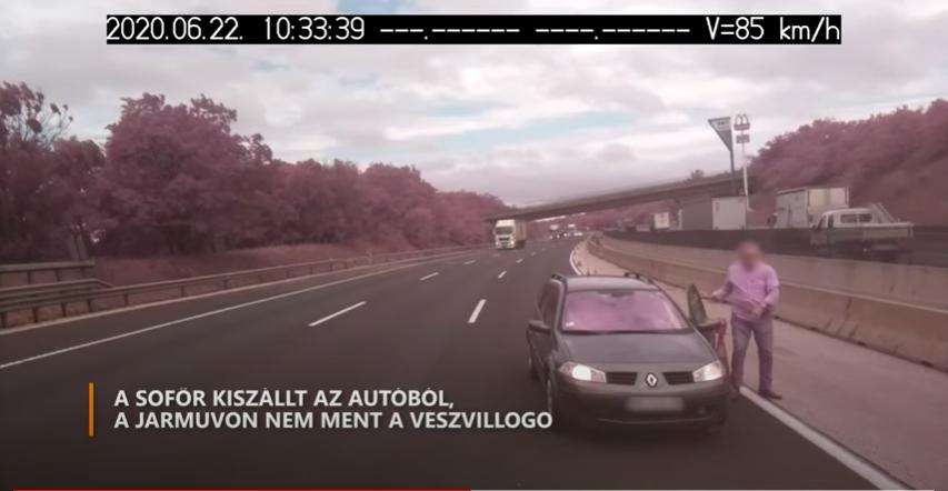 Belecsapódott a munkaterületbe a közveszélyes Renault-sofőr az M0-son, majd tolatva lelépett a helyszínről, de videóra vették