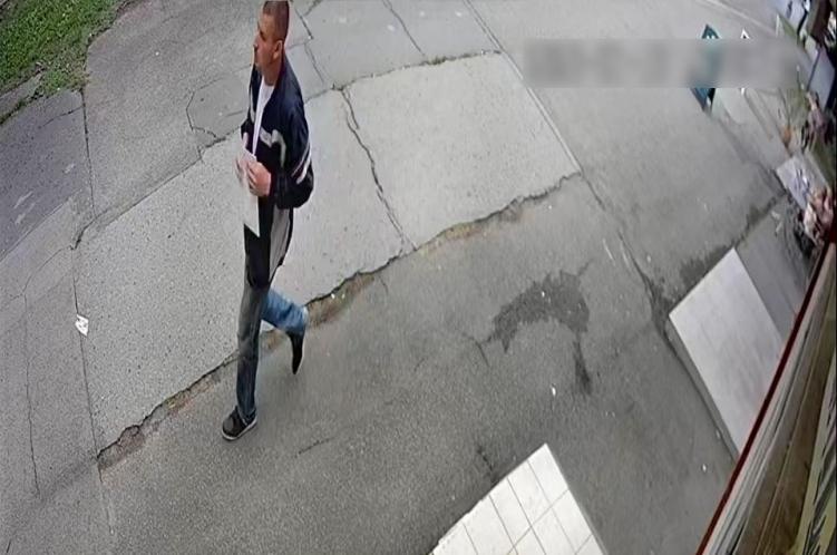 """Alul meztelenül fogott meg hátulról egy nőt egy """"jellegzetesen nagy orrú"""" férfi Pécsen"""