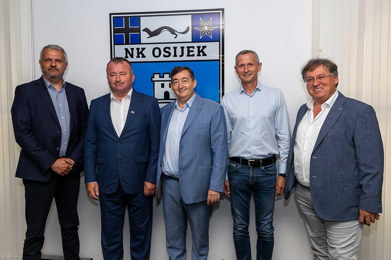 A leggazdagabb mellett immár a negyedik leggazdagabb magyar is benne van az eszéki fociklub elnökségében