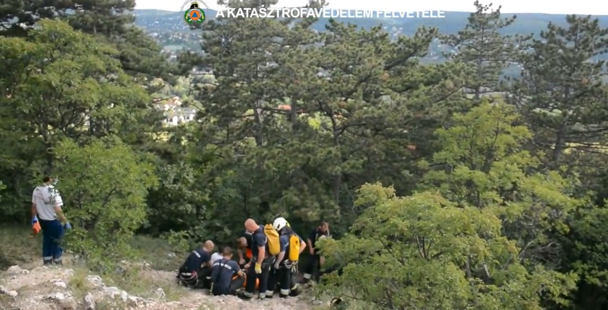 Több túrázót is a tűzoltóknak kellett lehozniuk a hegyekből