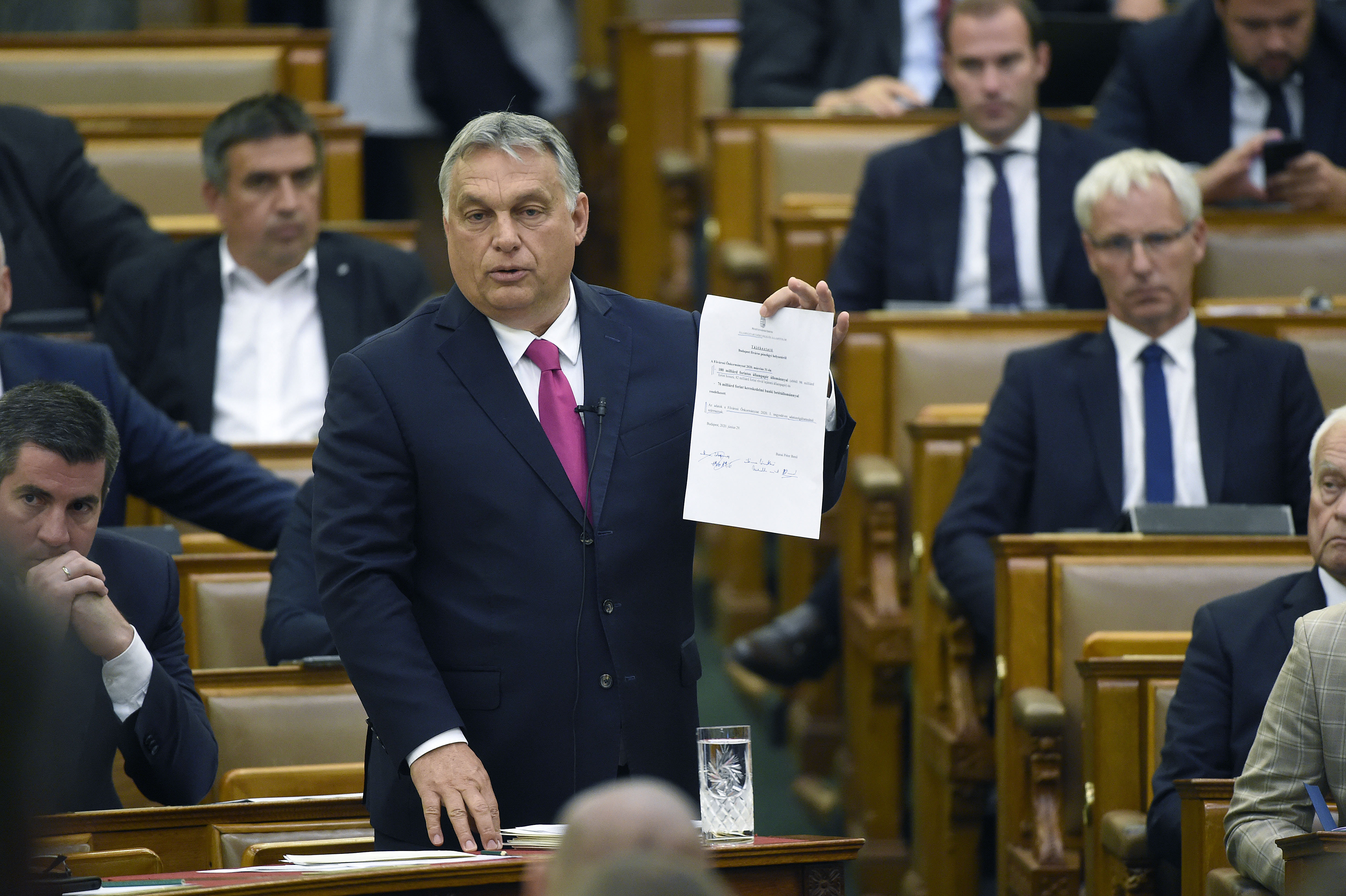 A kormány a parlament elé terjesztette az újabb felhatalmazási törvényt