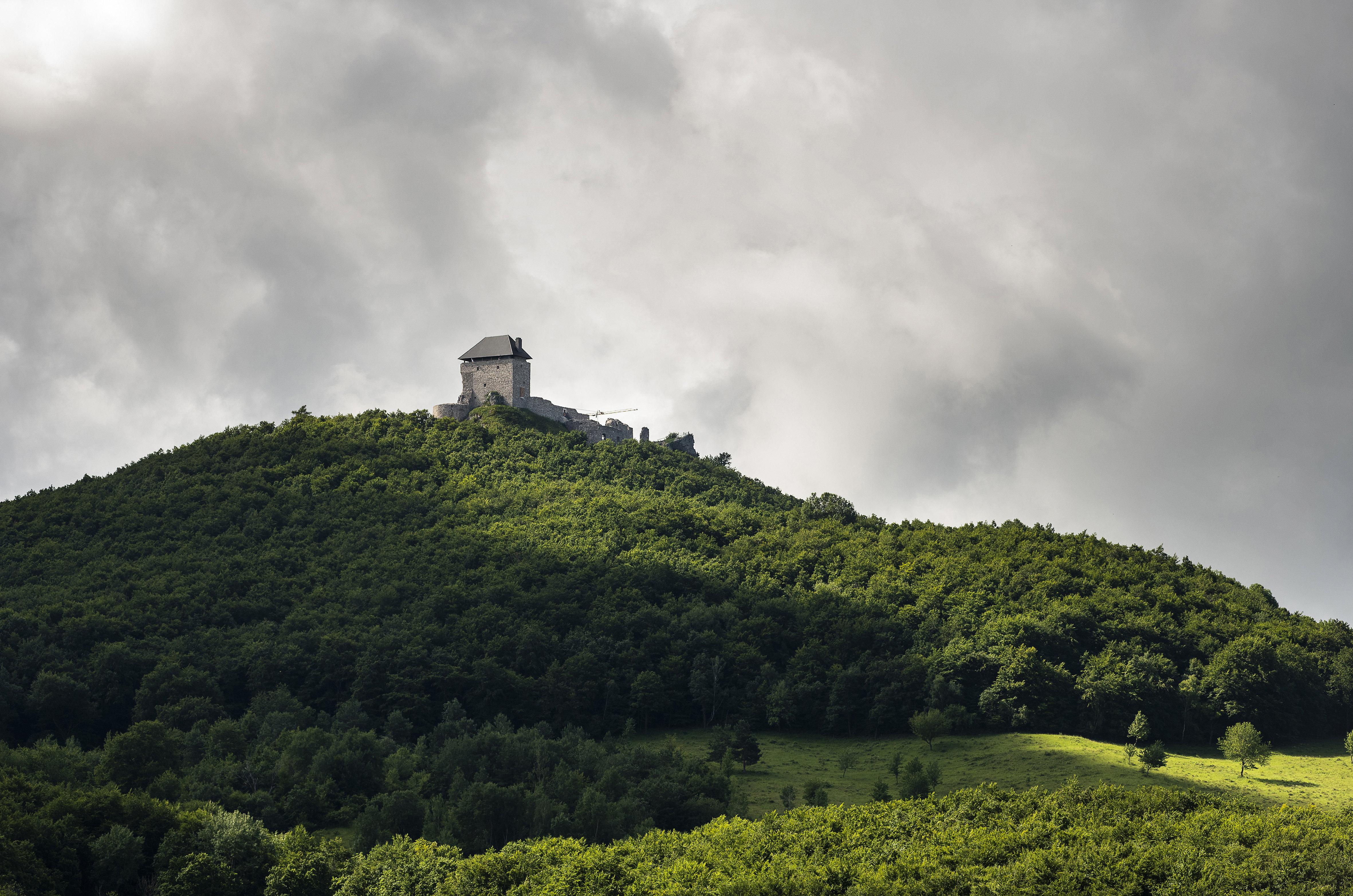Régészeti kutatásba kezdett a regéci várban a Nemzeti Múzeum