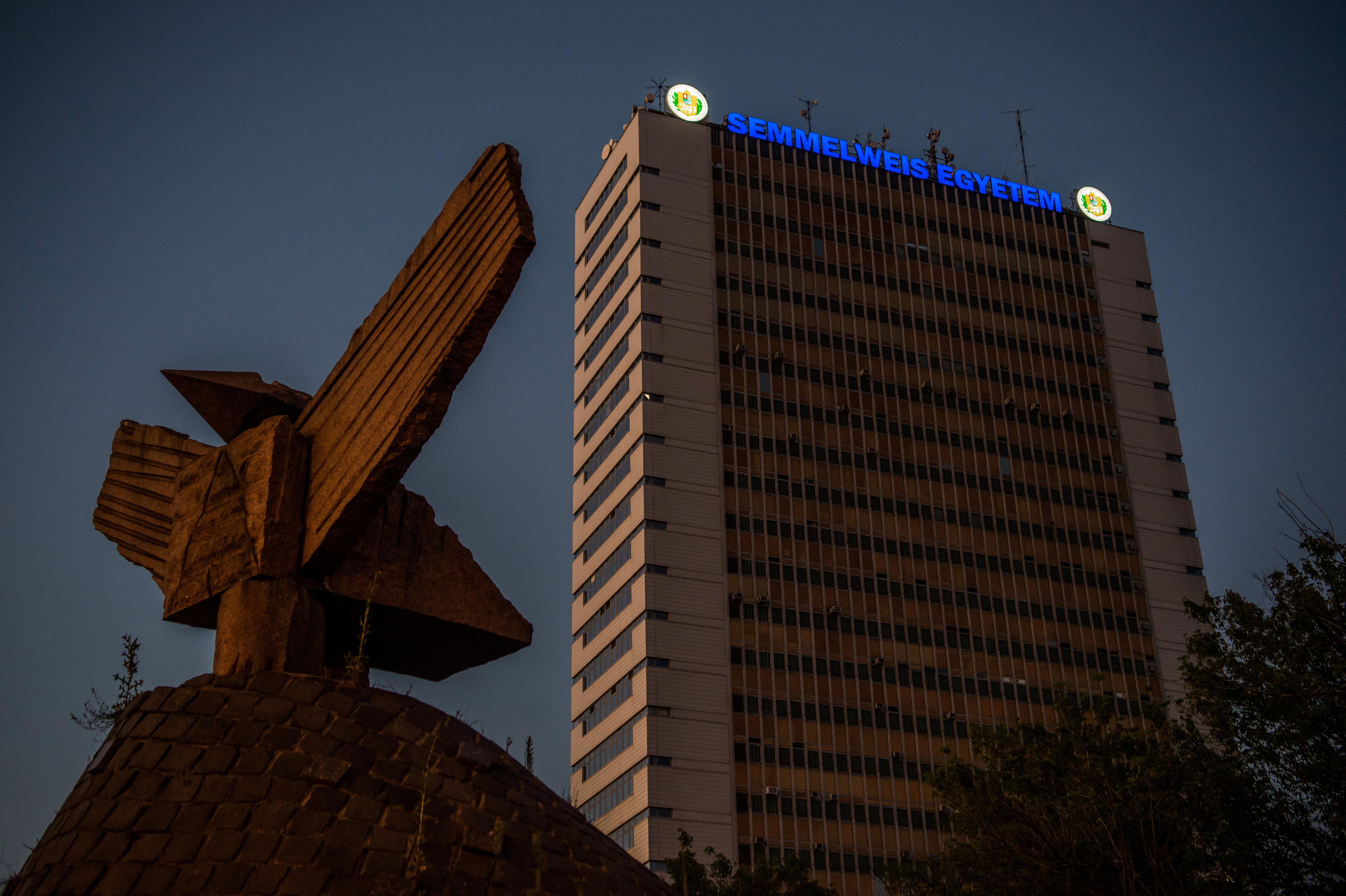 A Semmelweis Egyetem alapítványa megkapta az állam maradék Richter-részvényeit