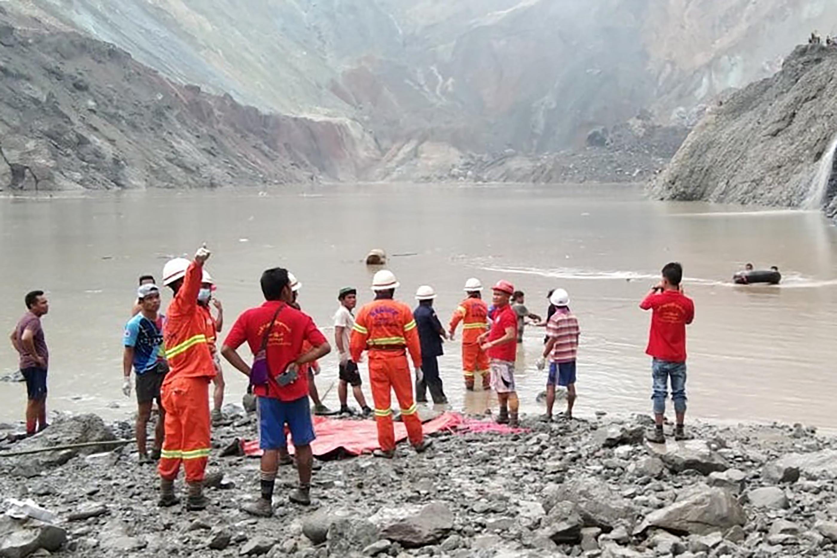Több mint százan haltak meg egy jádebányánál történt földcsuszamlásban Mianmarban