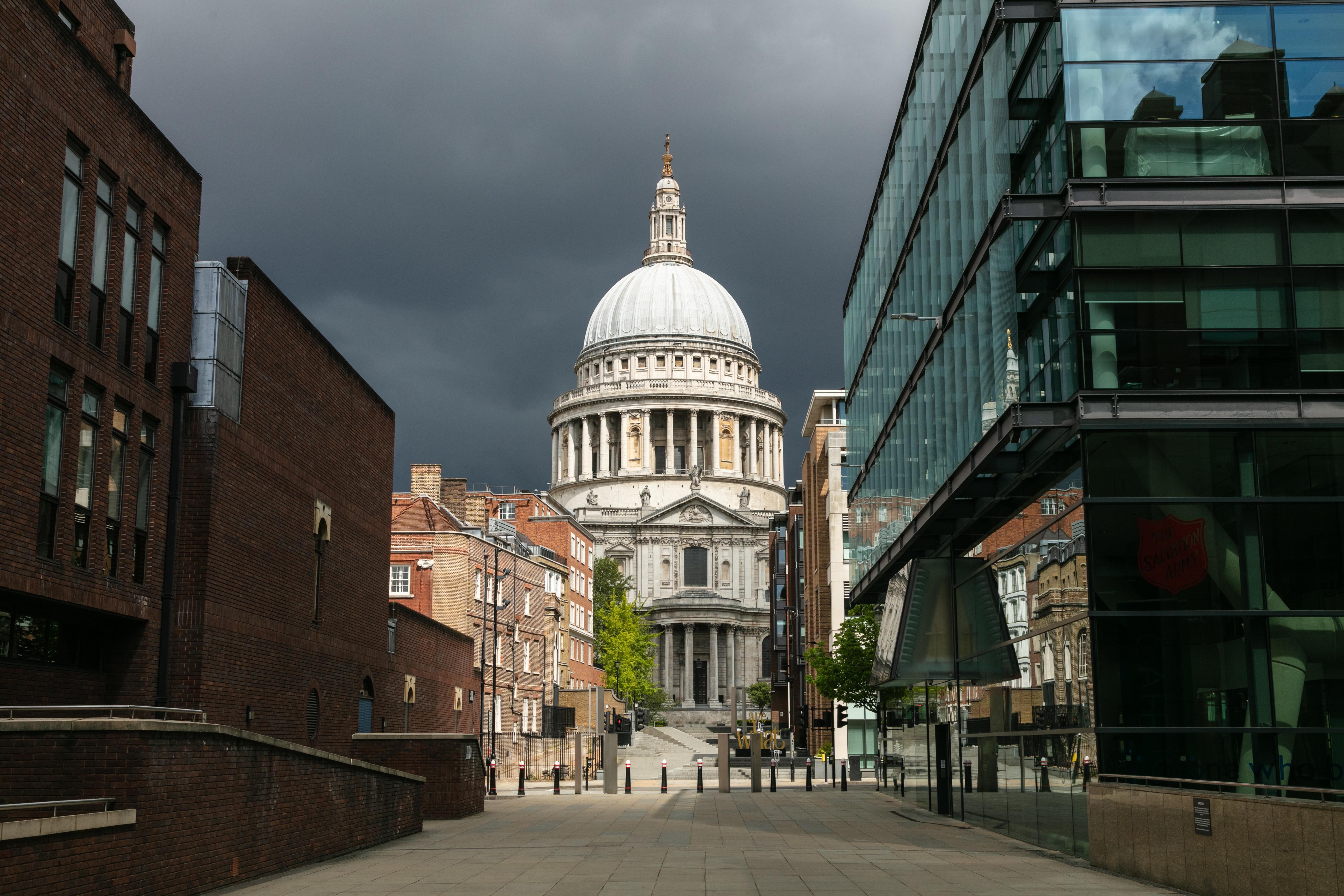Életfogytiglant kapott a nő, aki fel akarta robbantani a londoni Szent Pál-székesegyházat