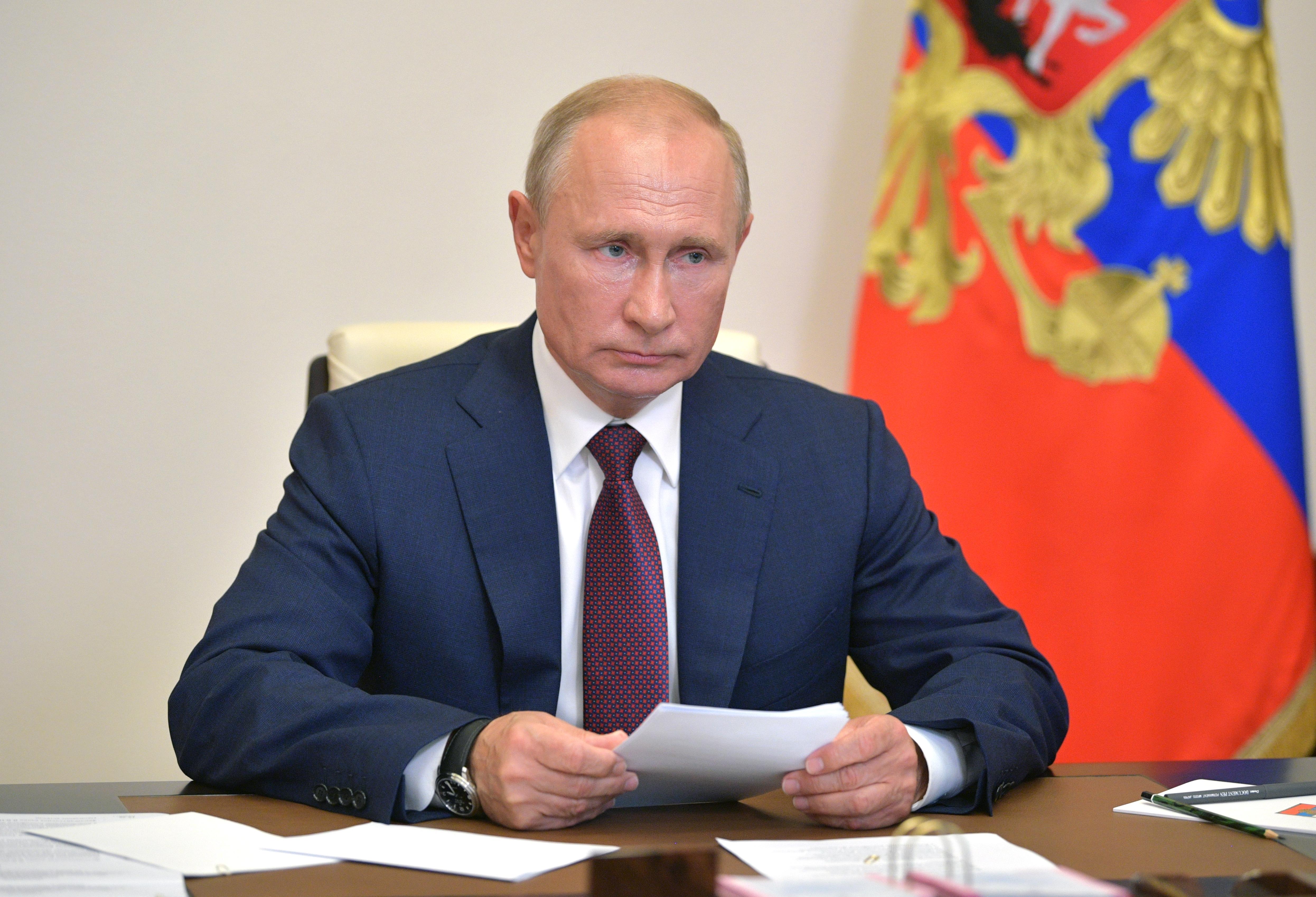 A Kreml nem árulja el, hogy Putyin melyik orosz vakcinát kapja