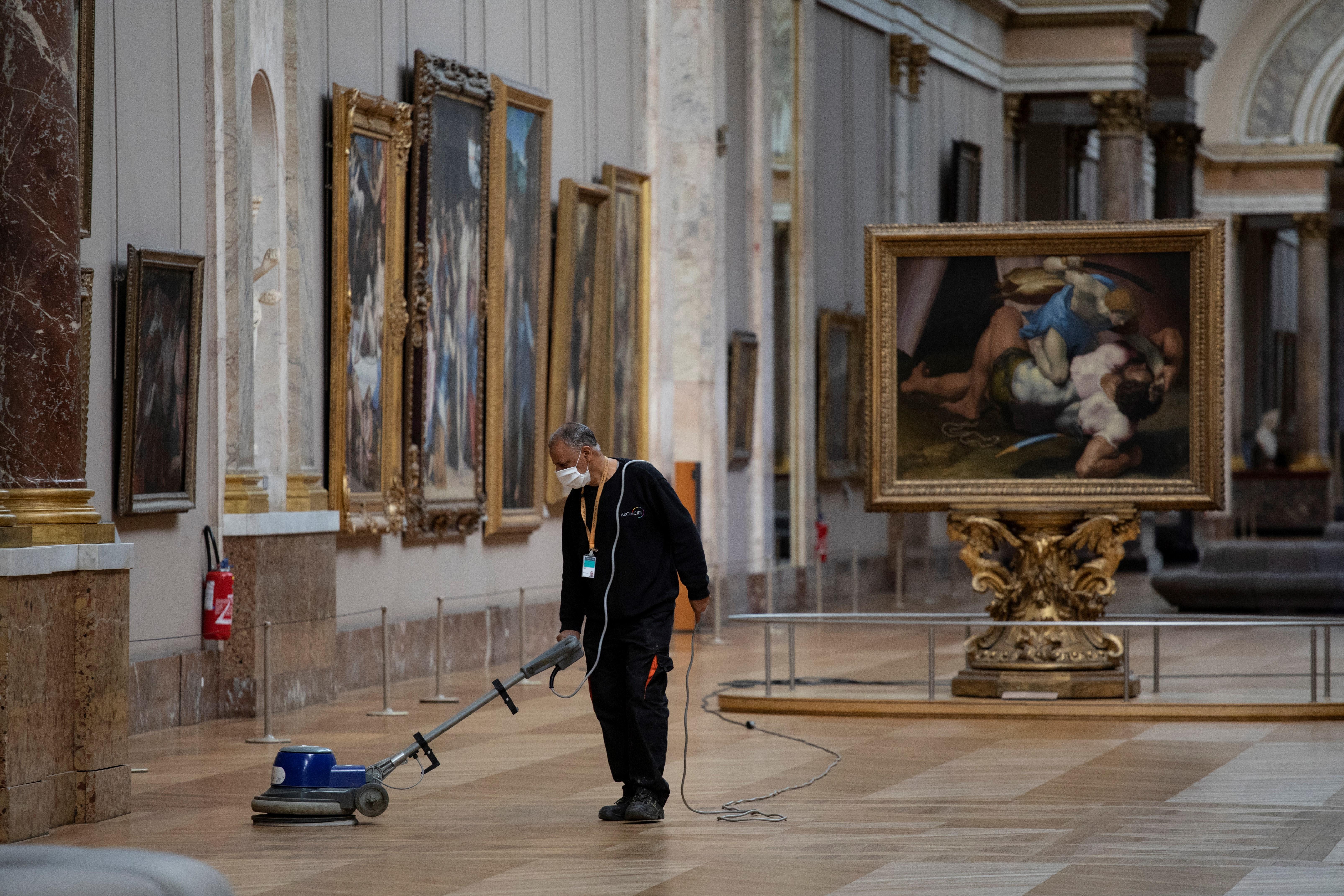 Újranyit a Louvre