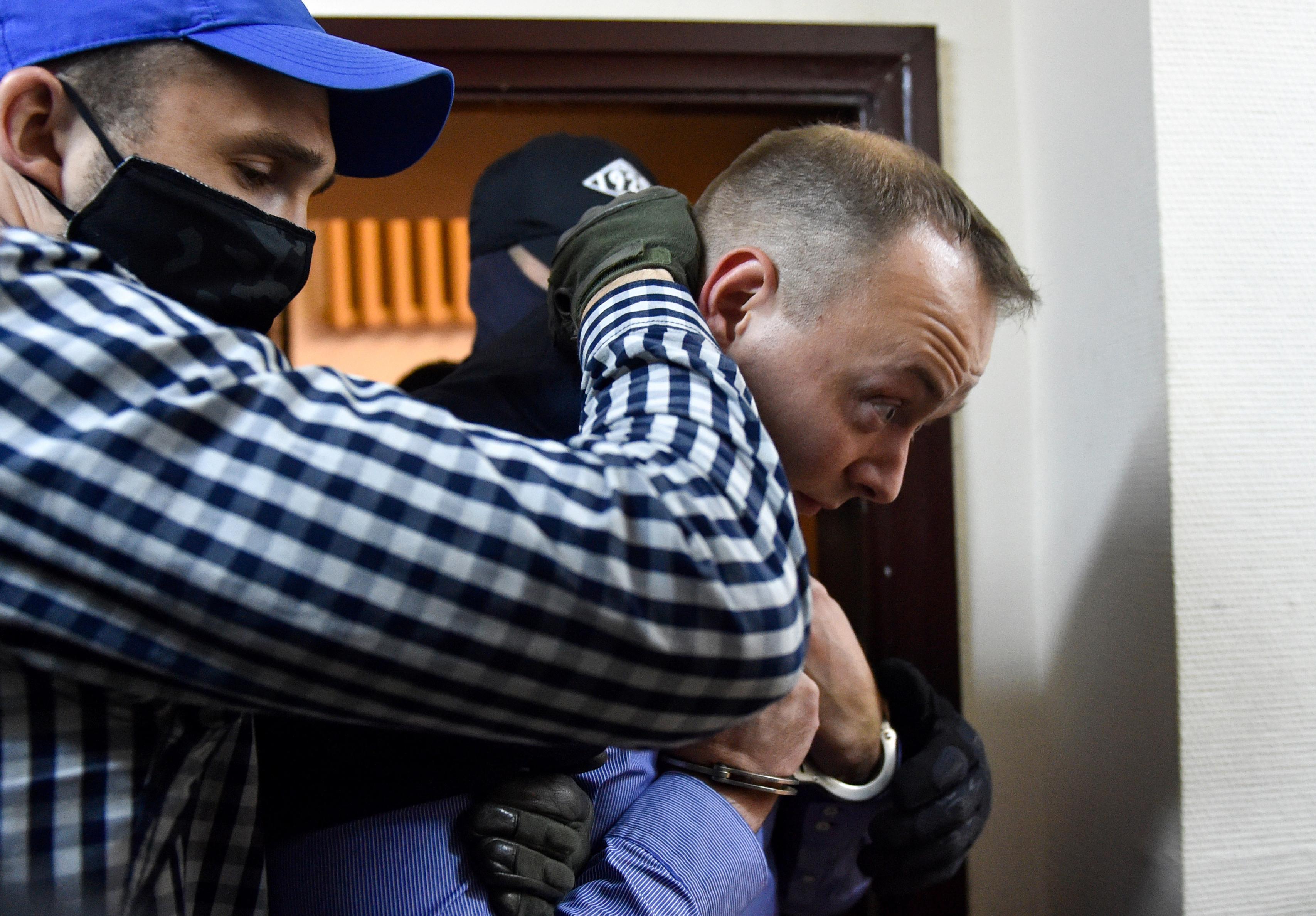 Feszülten figyeli a közvélemény a hazaárulással vádolt orosz újságíró ügyét, amennyire hagyják neki