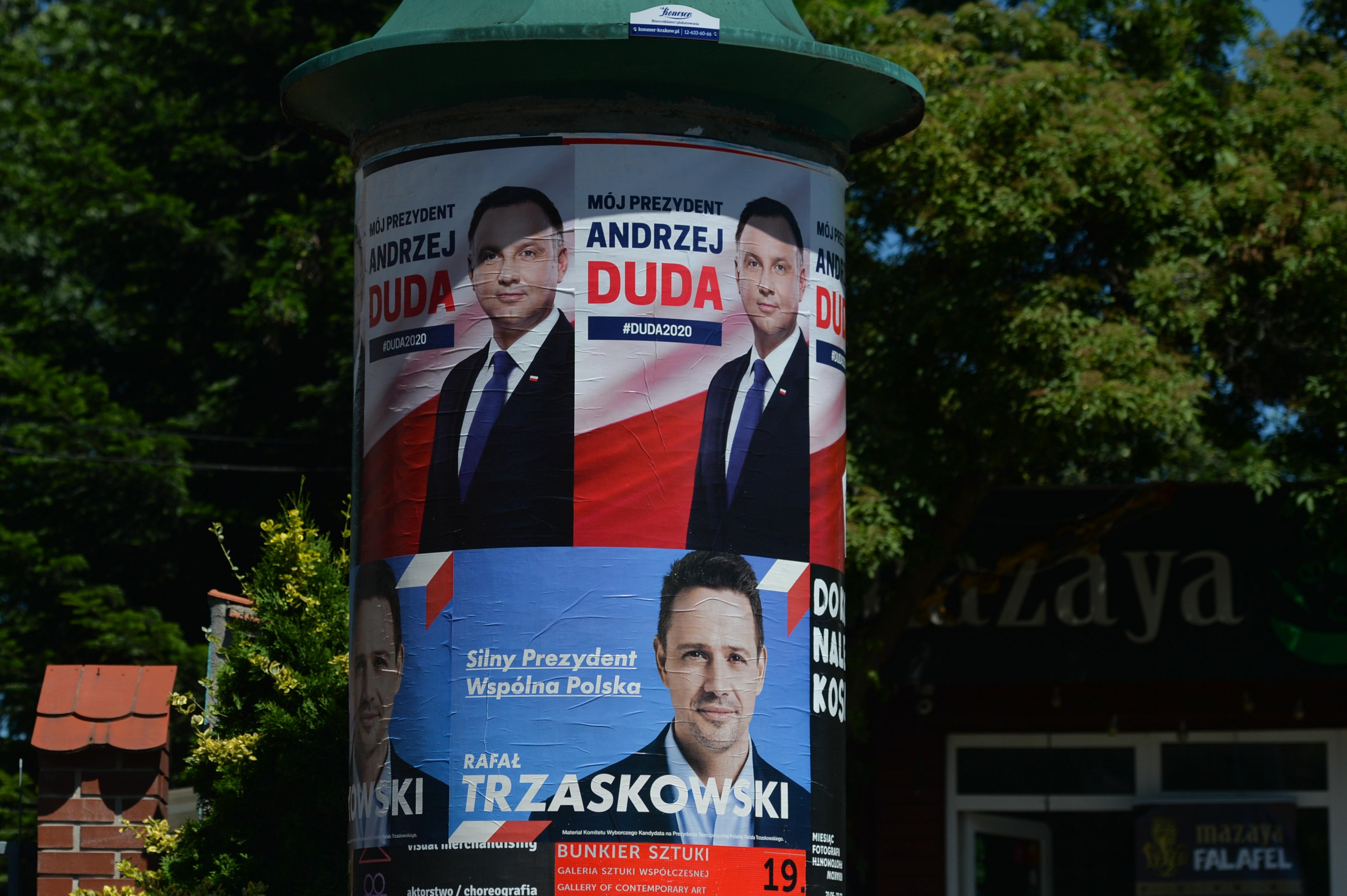 Fej fej mellett a kormánypárti és az ellenzéki elnökjelölt Lengyelországban