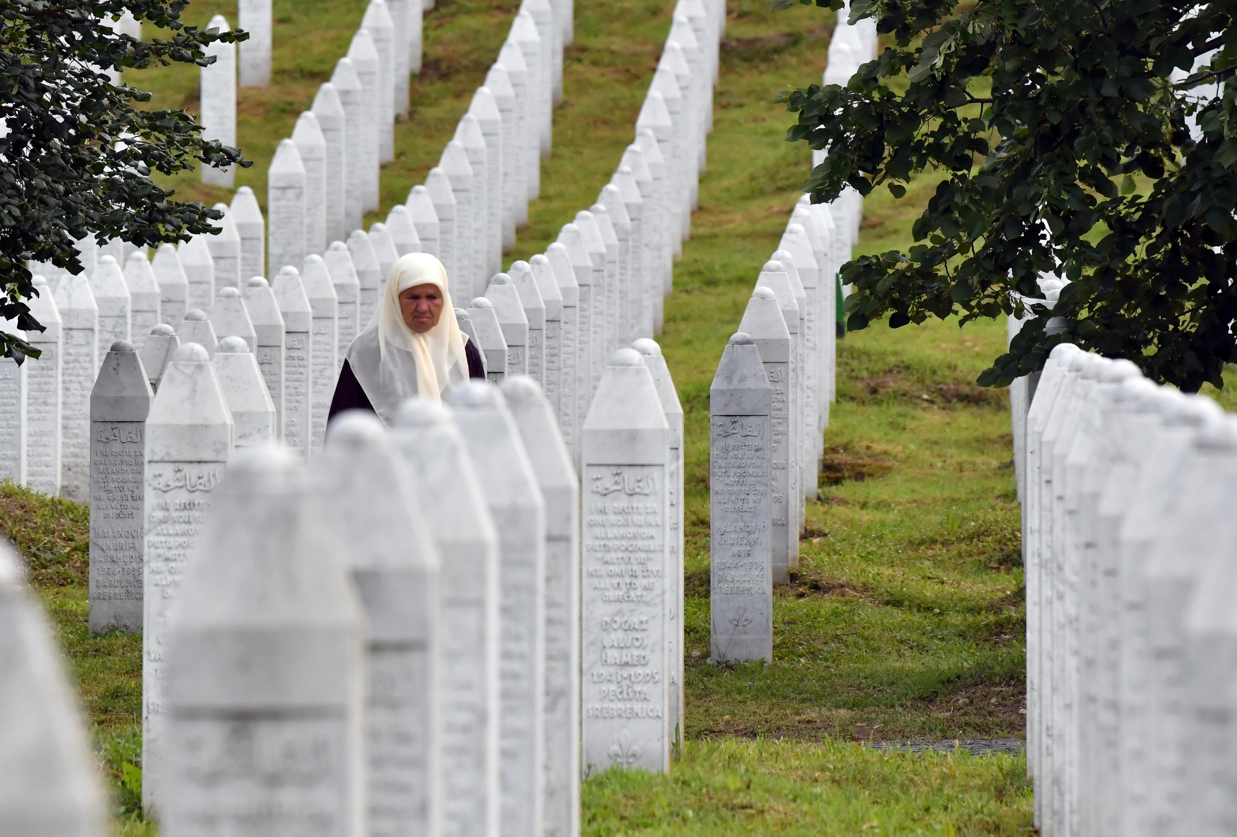 Boszniában megtiltották a srebrenicai népirtás tagadását