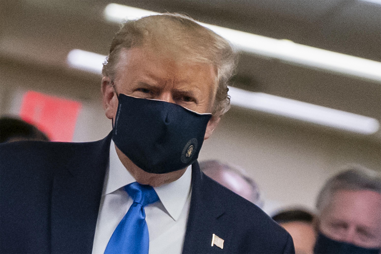 Donald Trump végre felvette a maszkot