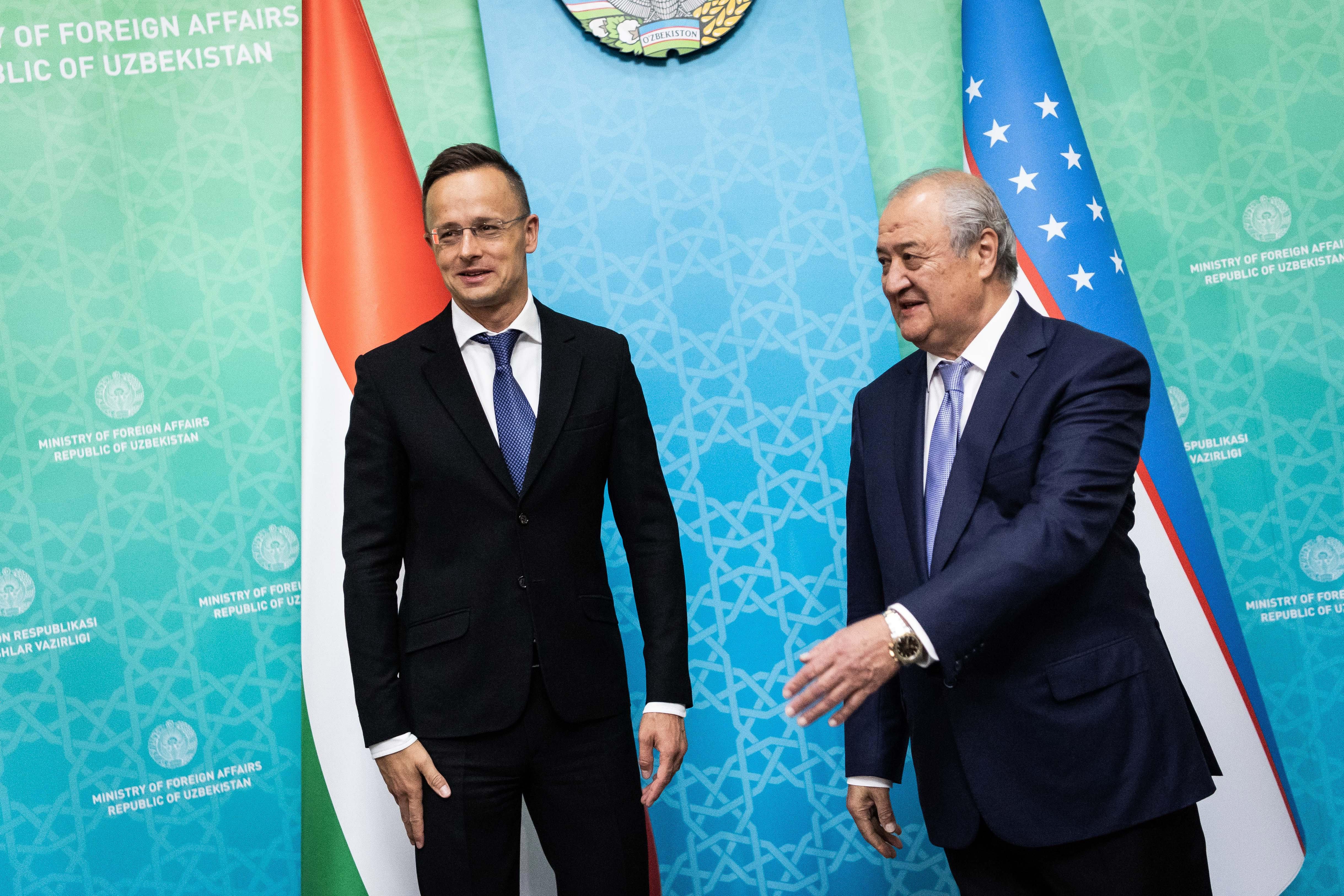 Újabb vörös kategóriás országba utazott Szijjártó, hogy elmondja, rendkívüli lehetőségek várják a magyar cégeket