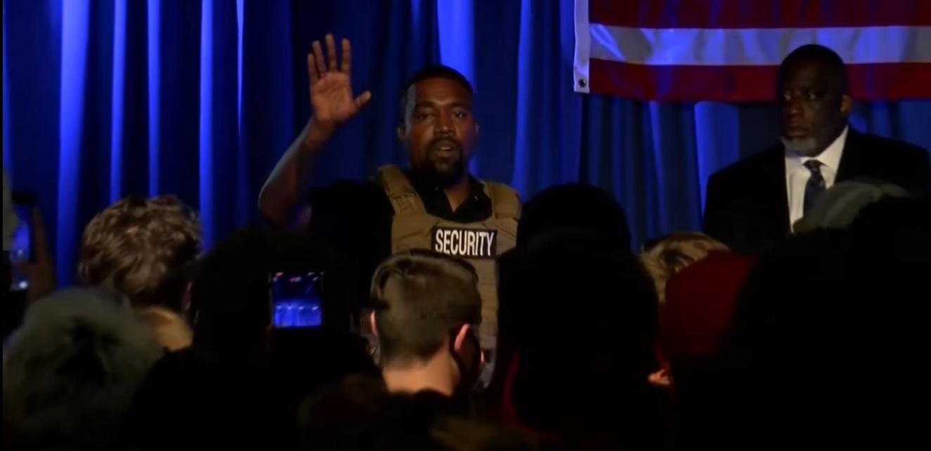 Kanye West golyóálló mellényben indította be a kampányát, vagy mit