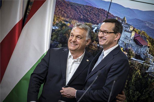Orbán: Megvédtük a nemzeti büszkeségünket az EU-csúcson