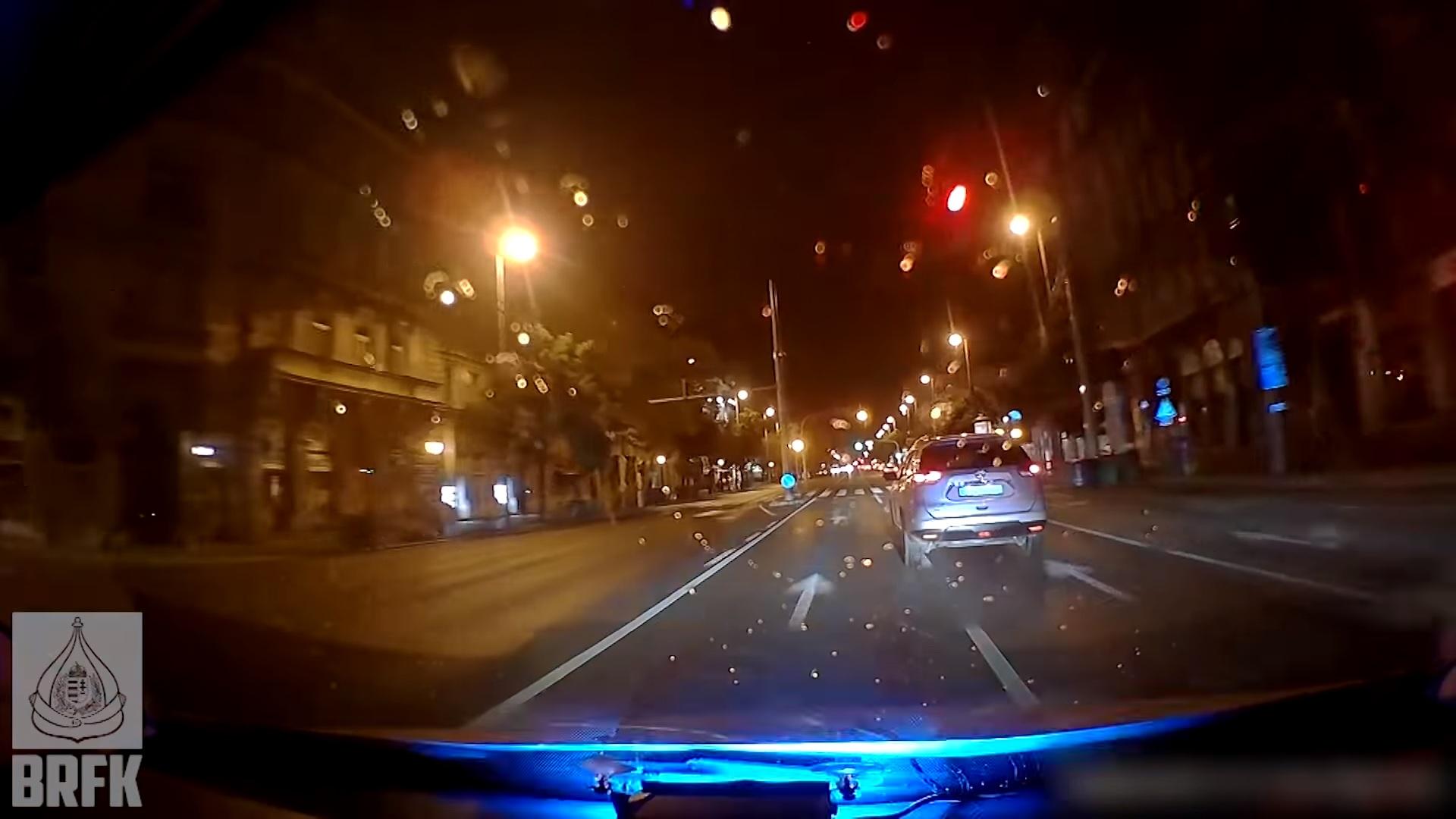 Autós üldözés Budapesten: 9 piroson ment át ittasan, mire a rendőrök megállították