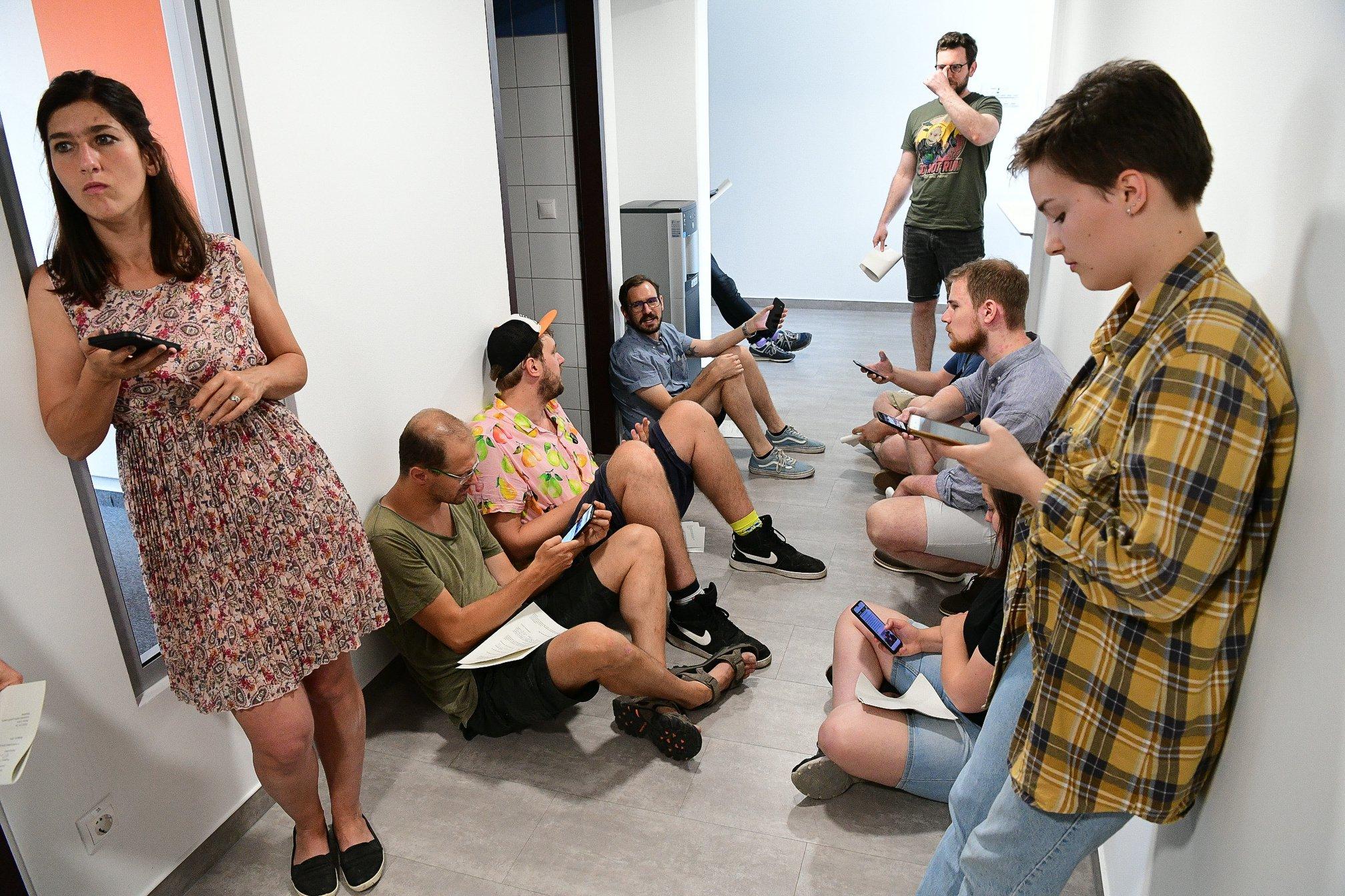 A következő hetekben még a távozó munkatársak írják a híreket az Indexen