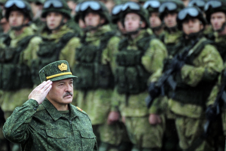 Lukasenka azt mondta, bezáratja azokat a fehéroroszországi gyárakat, ahol tüntetnek ellene