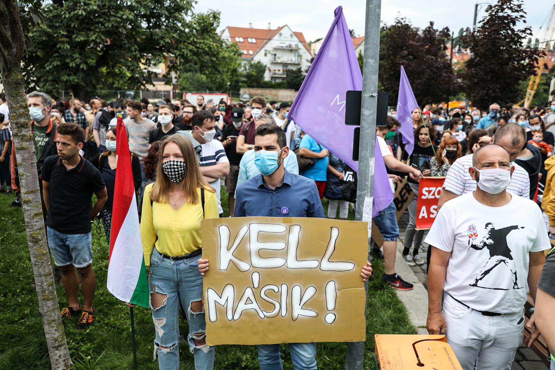 Több ezren tüntettek az Indexért a Várban