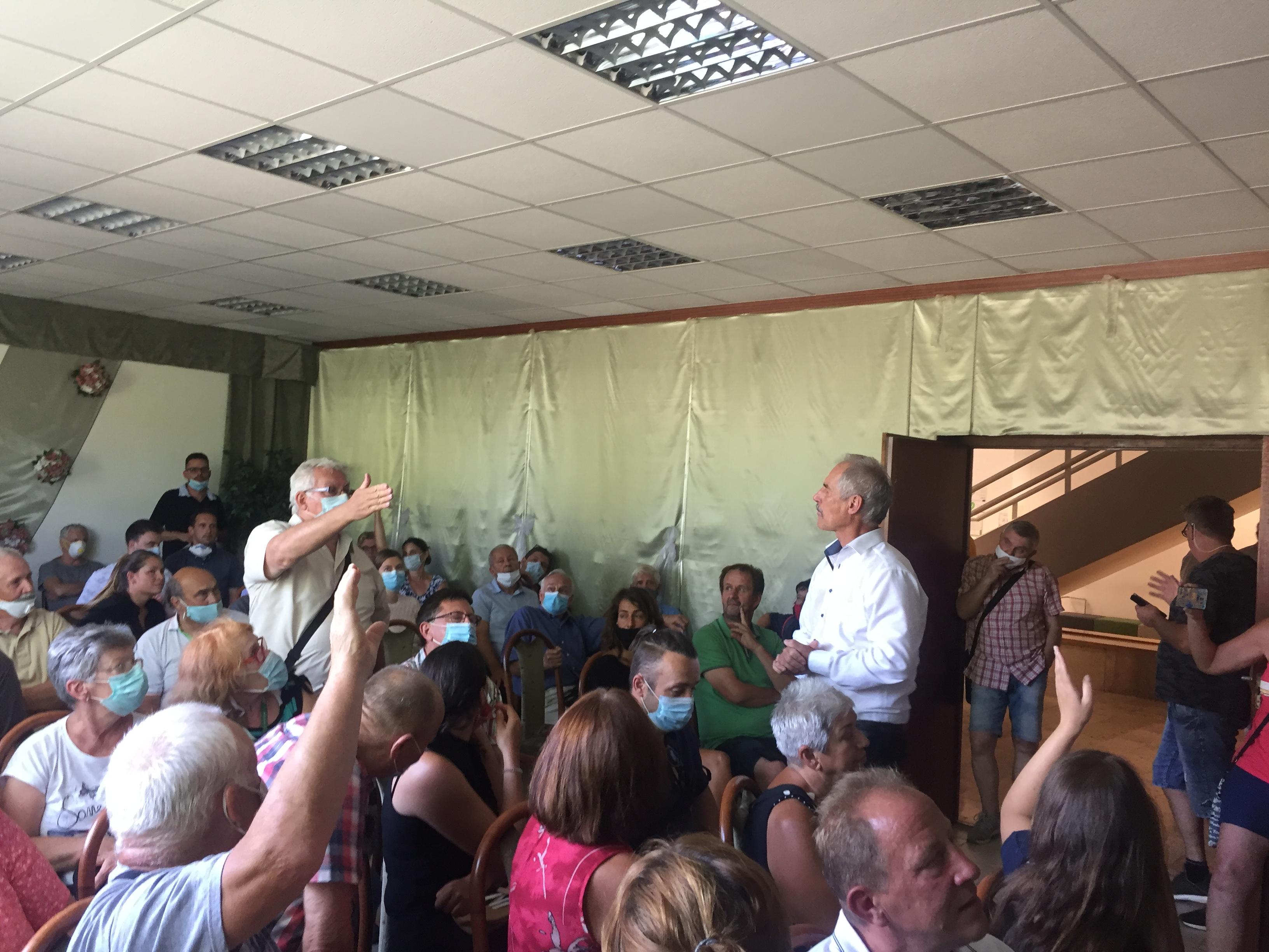 Gárdonyban attól tartanak, hogy a polgármester beépítteti a Velencei-tó partját