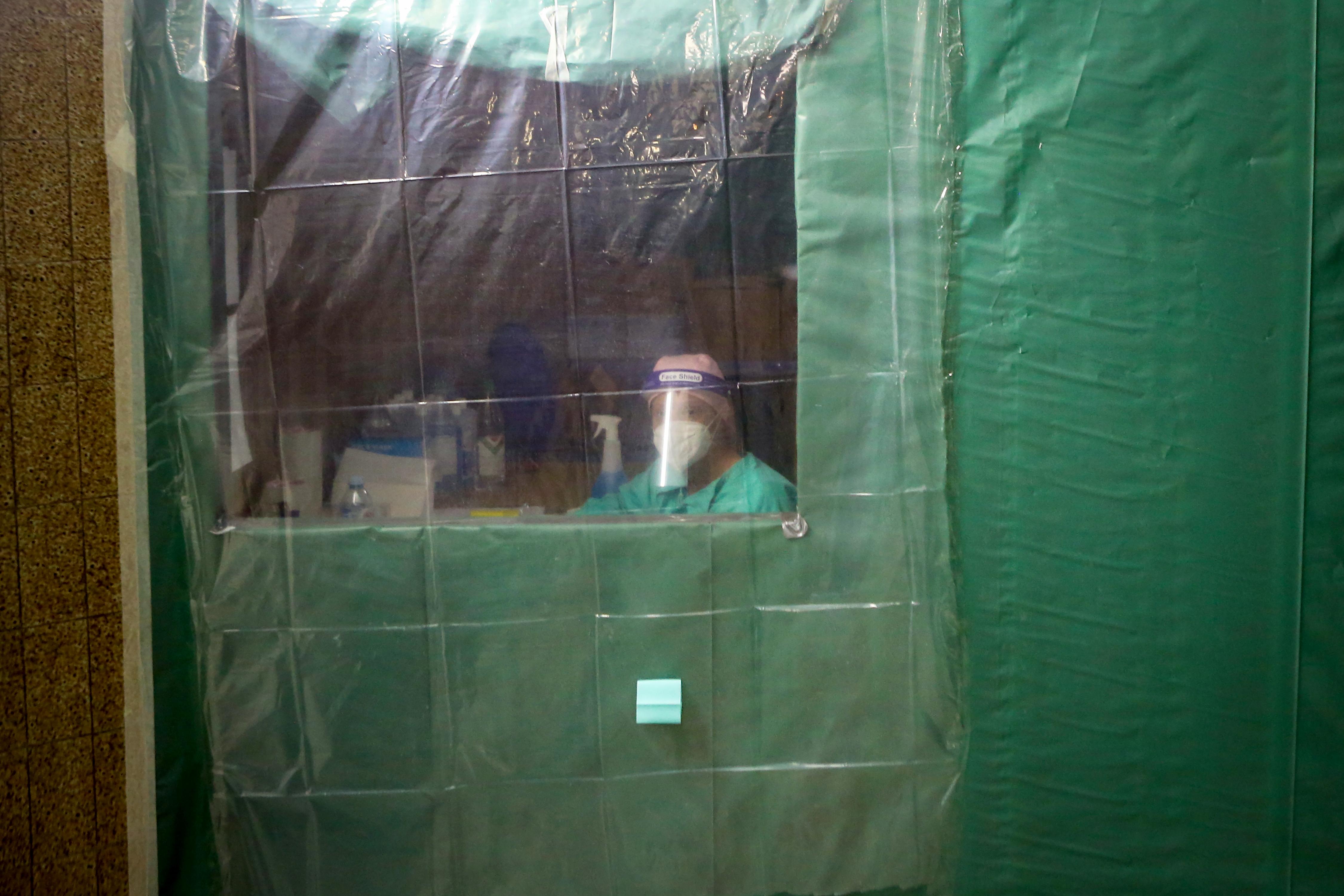 Új rekordot döntött a koronavírus Szerbiában, Montenegróban korlátozni kellett a szórakozóhelyek működését