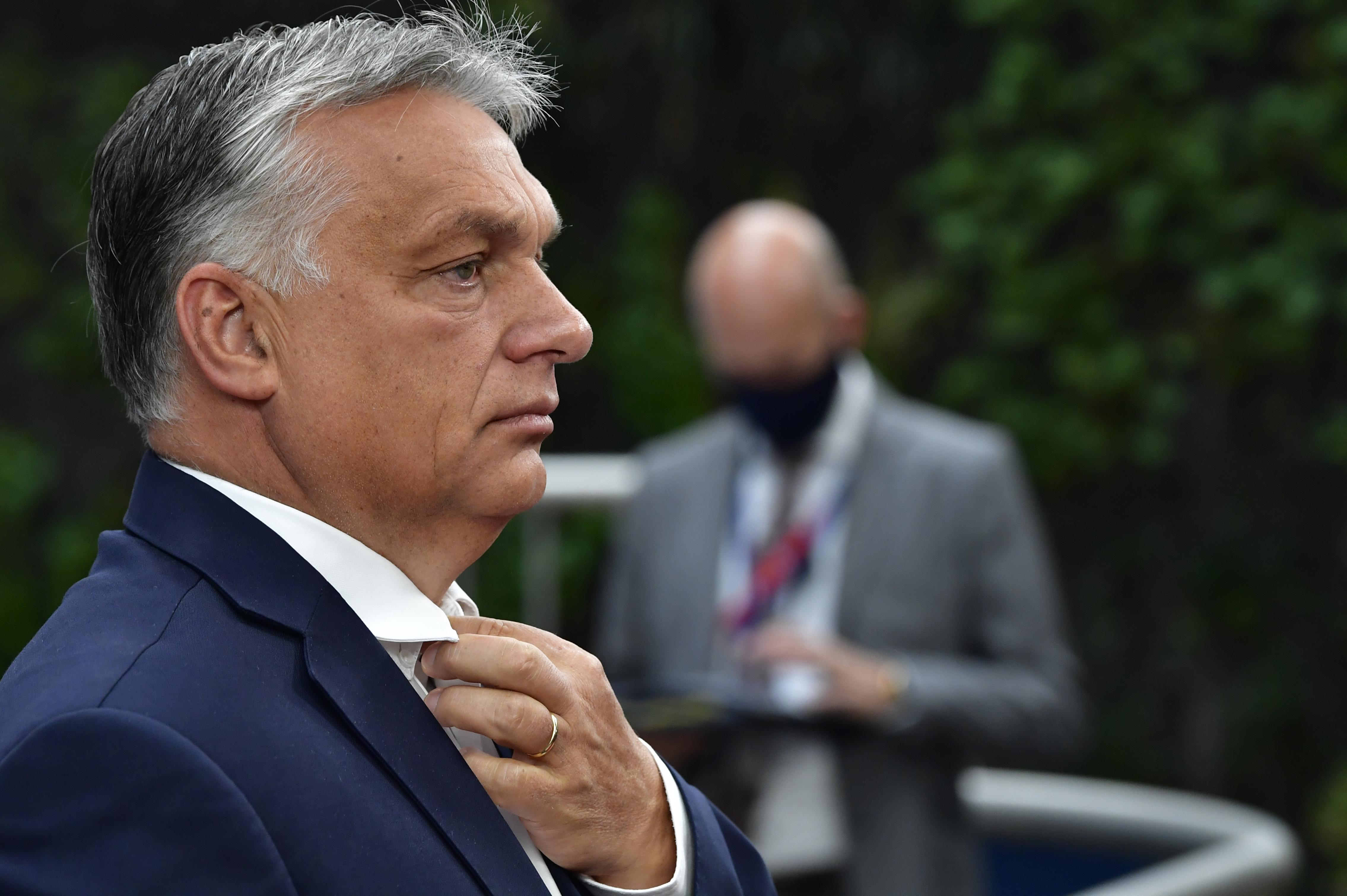 Orbán Karácsonynak: Építsen ki megfelelő munkakapcsolatot az operatív törzzsel