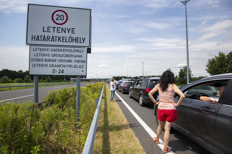 Csomagtartóban akarta nyaralásra csempészni barátnőjét egy szlovák férfi a horvát-magyar határon
