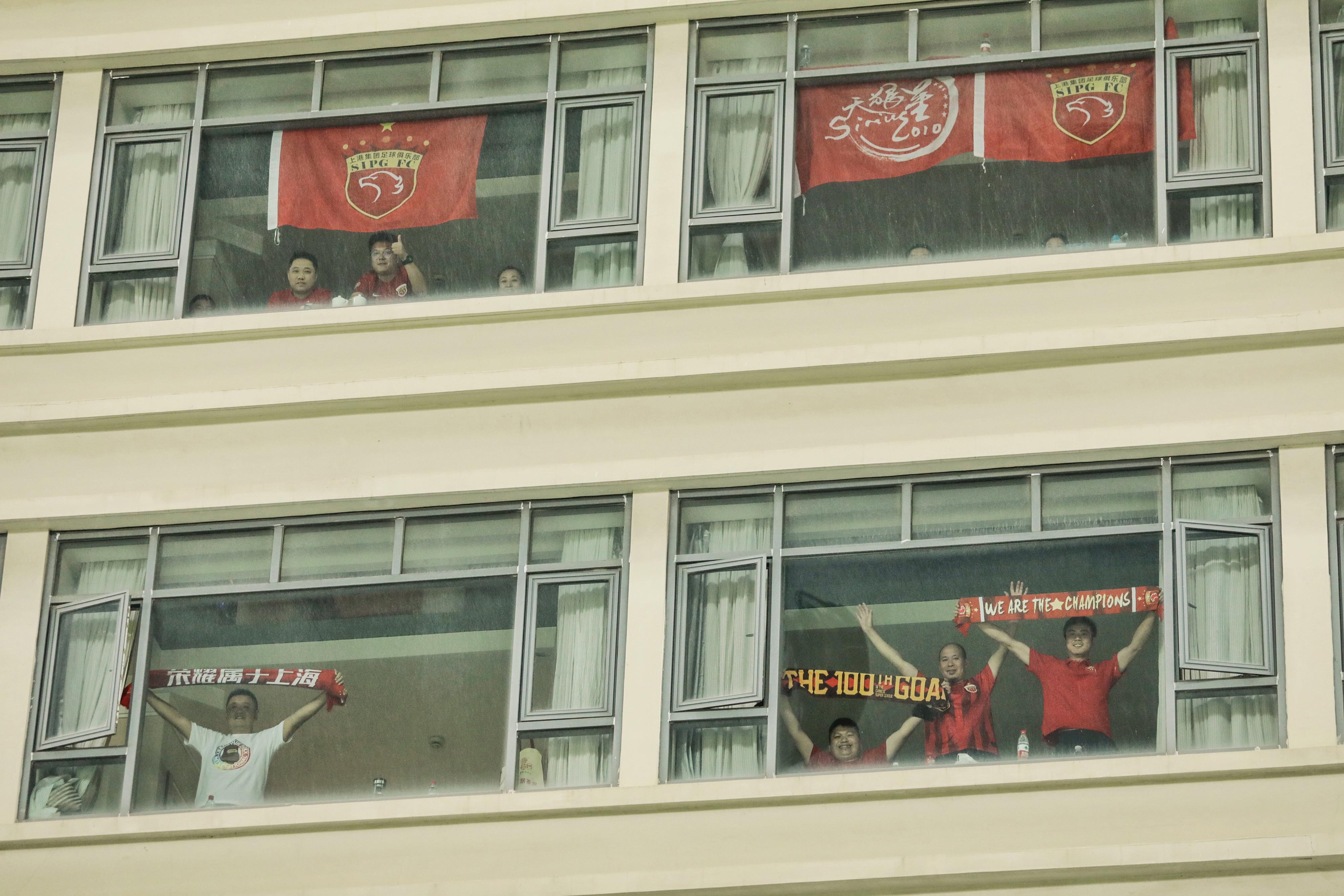 Hiába szar a kínai foci, a legkeményebb rajongók óriási cselt vetettek be, hogy meccset nézhessenek végre
