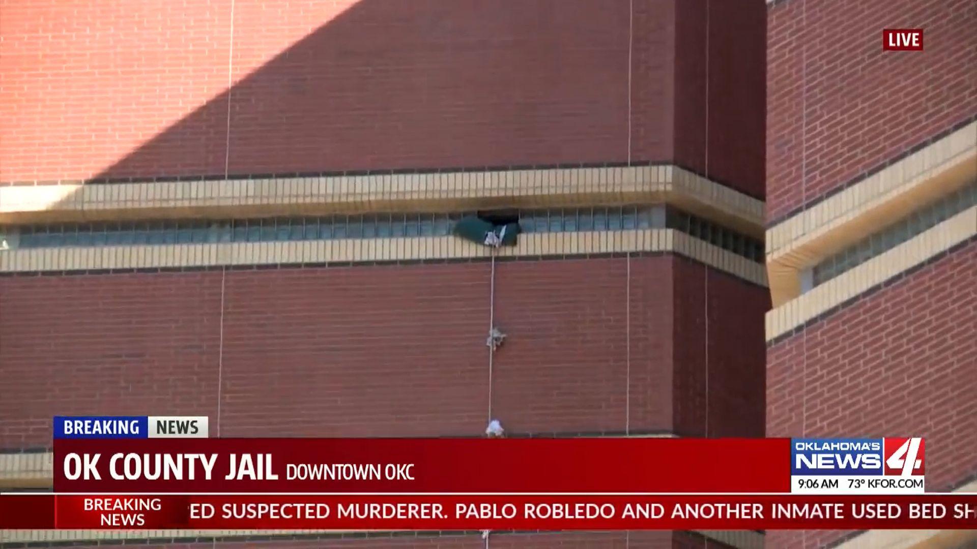 Egy gyilkossággal gyanúsított férfi összekötött lepedőkkel szökött meg egy oklahomai börtön 12. emeleti cellájából