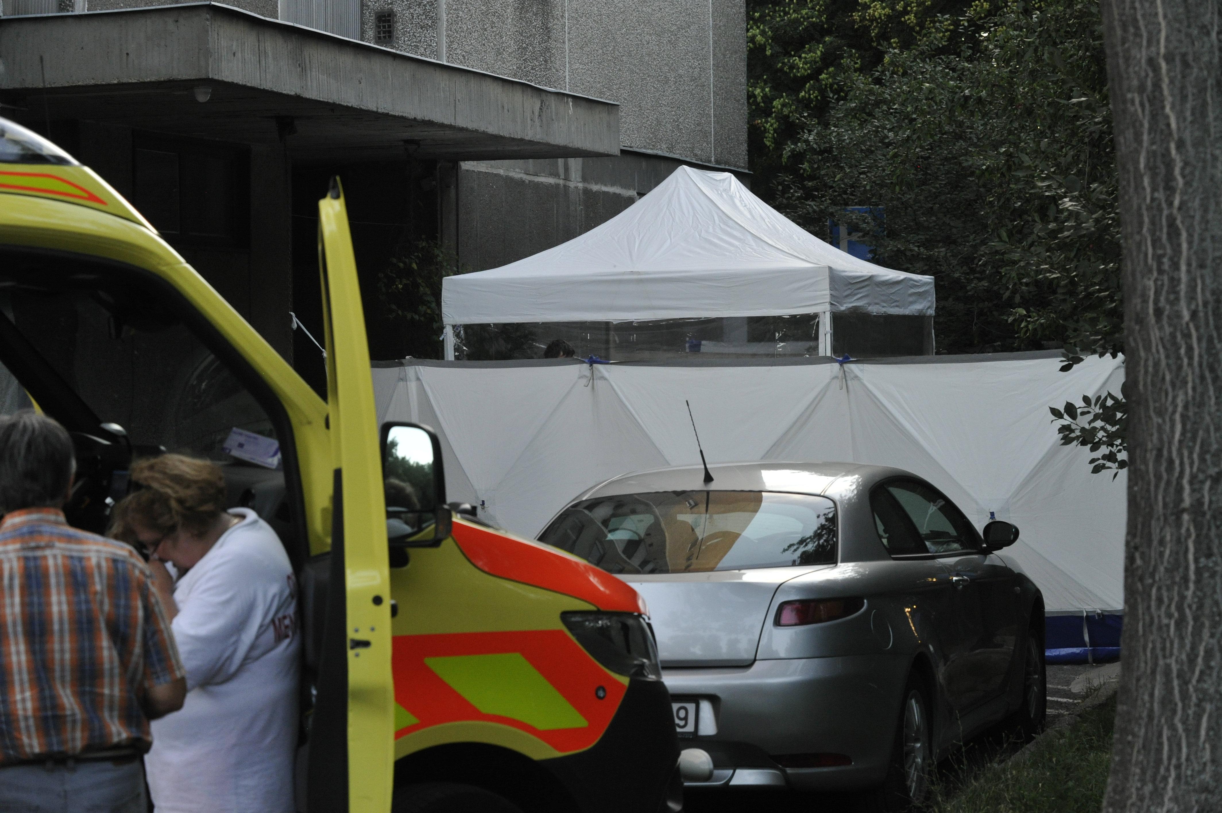 Ablakból kizuhanó ember esett rá egy babakocsit toló nőre Újbudán, mindketten meghaltak