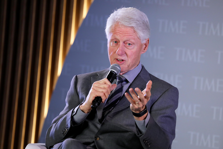 Egy szemtanú szerint Bill Clinton is járt két lánnyal Epstein szigetén
