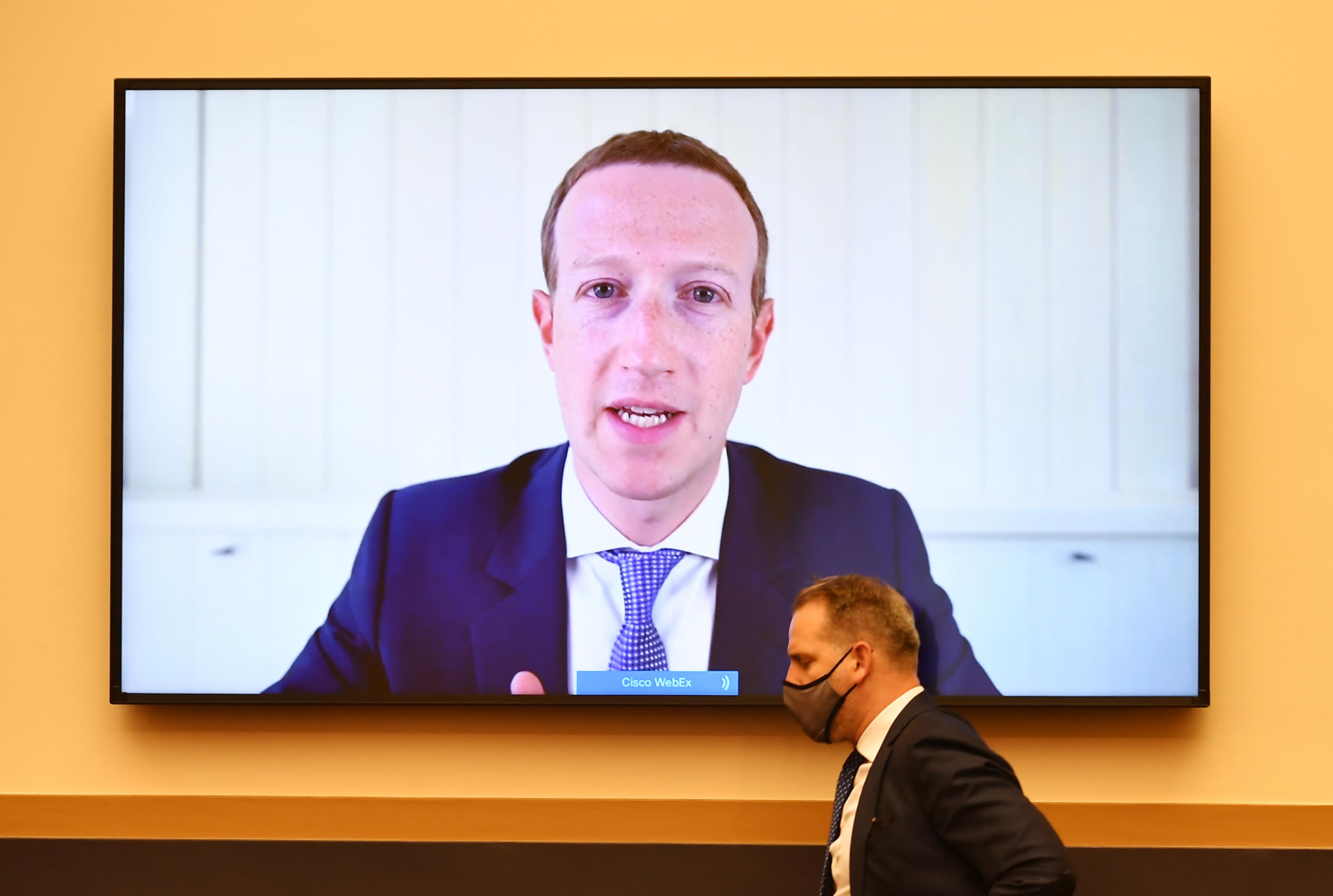 A Facebook lecsap az antiszemita összeesküvés-elméletekre és a blackface-re