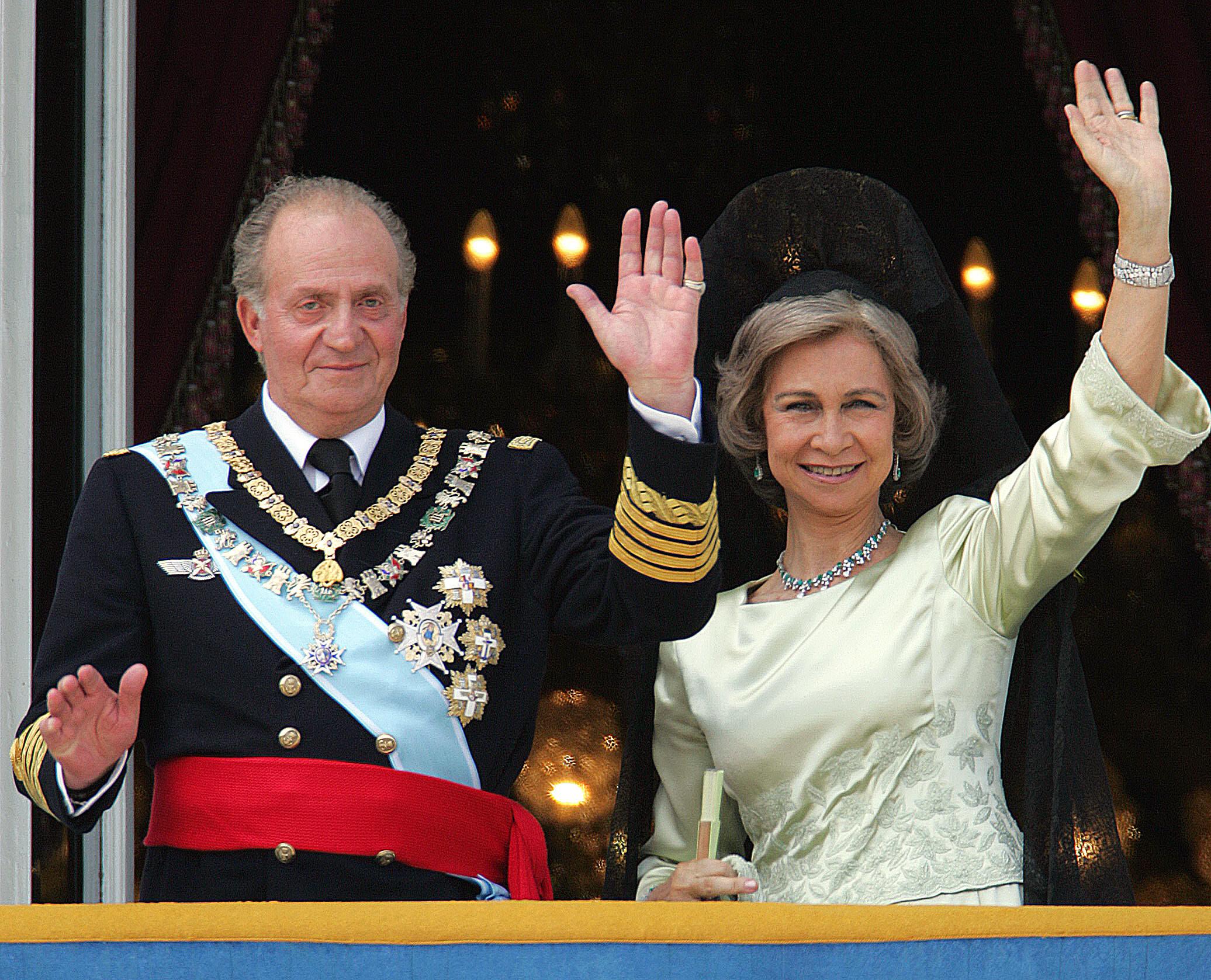 Elhagyja Spanyolországot a korrupcióval vádolt I. János Károly