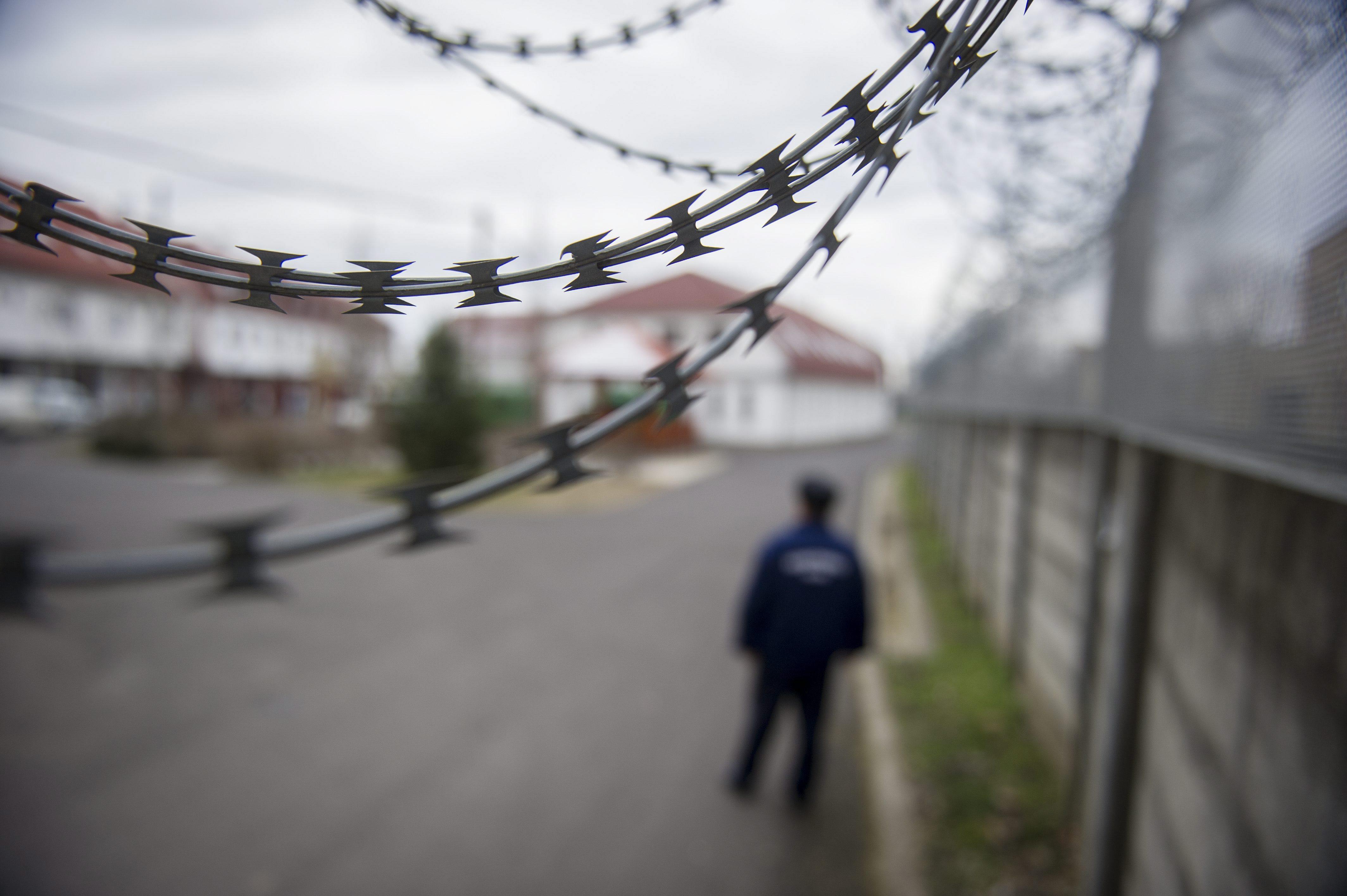 Éhségsztrájkba kezdtek kiutasított külföldiek a nyírbátori idegenrendészeti fogdán