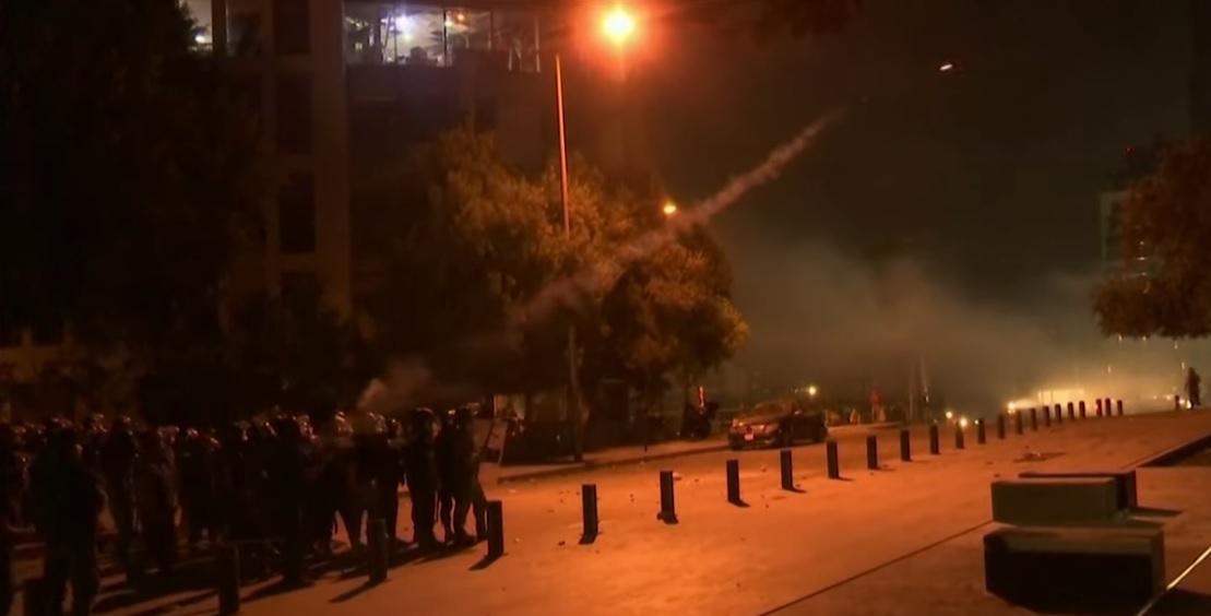 Kormányellenes tüntetések kezdődtek Bejrútban a robbanás miatt