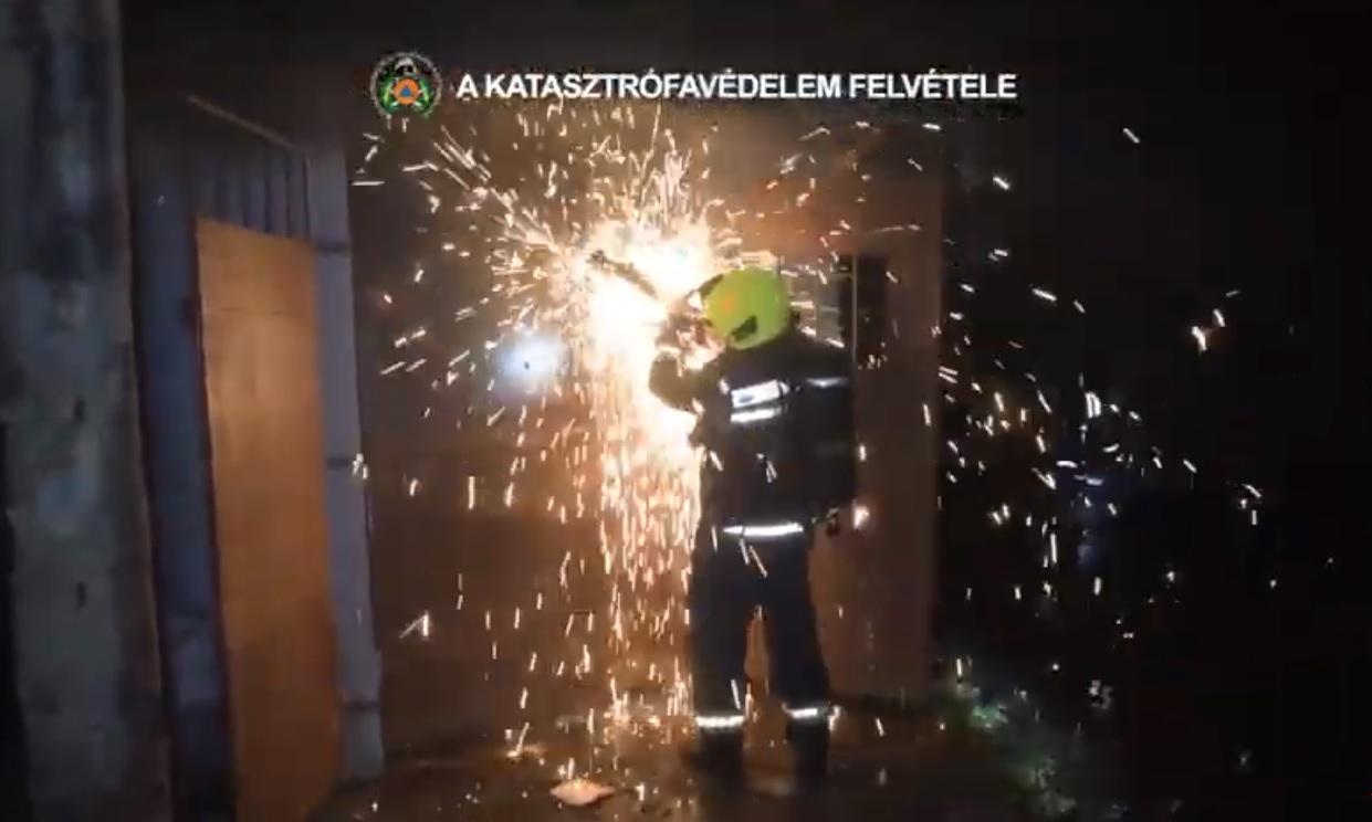 Akkumulátorraktár gyulladt ki Csepelen, robbanás is lehetett volna