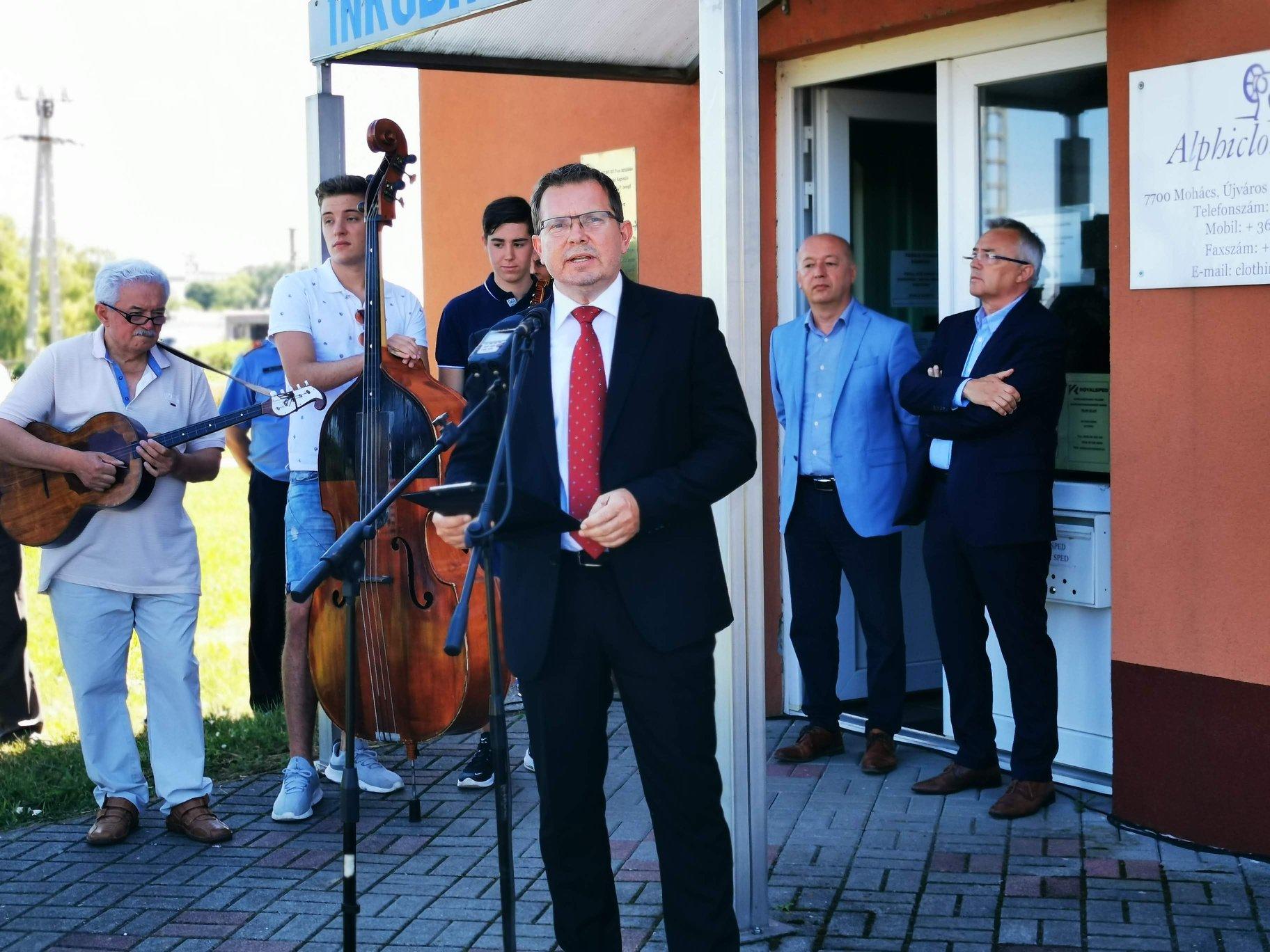 Kirúgott jegyző, hibás ajánlóívek: a Fidesz és az ellenzék is a választás tisztaságát félti Mohácson