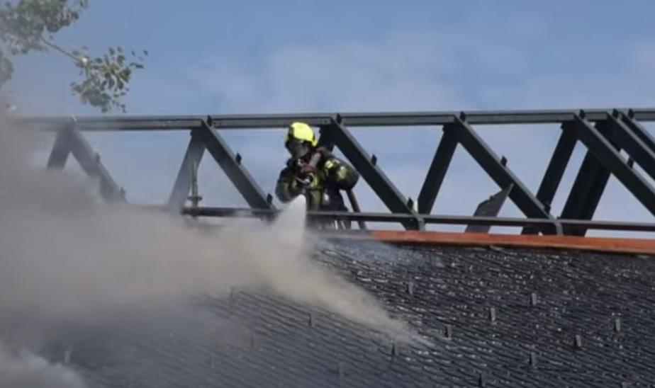 Kedden kigyulladt a pesterzsébeti Makovecz-templom tetőszerkezete
