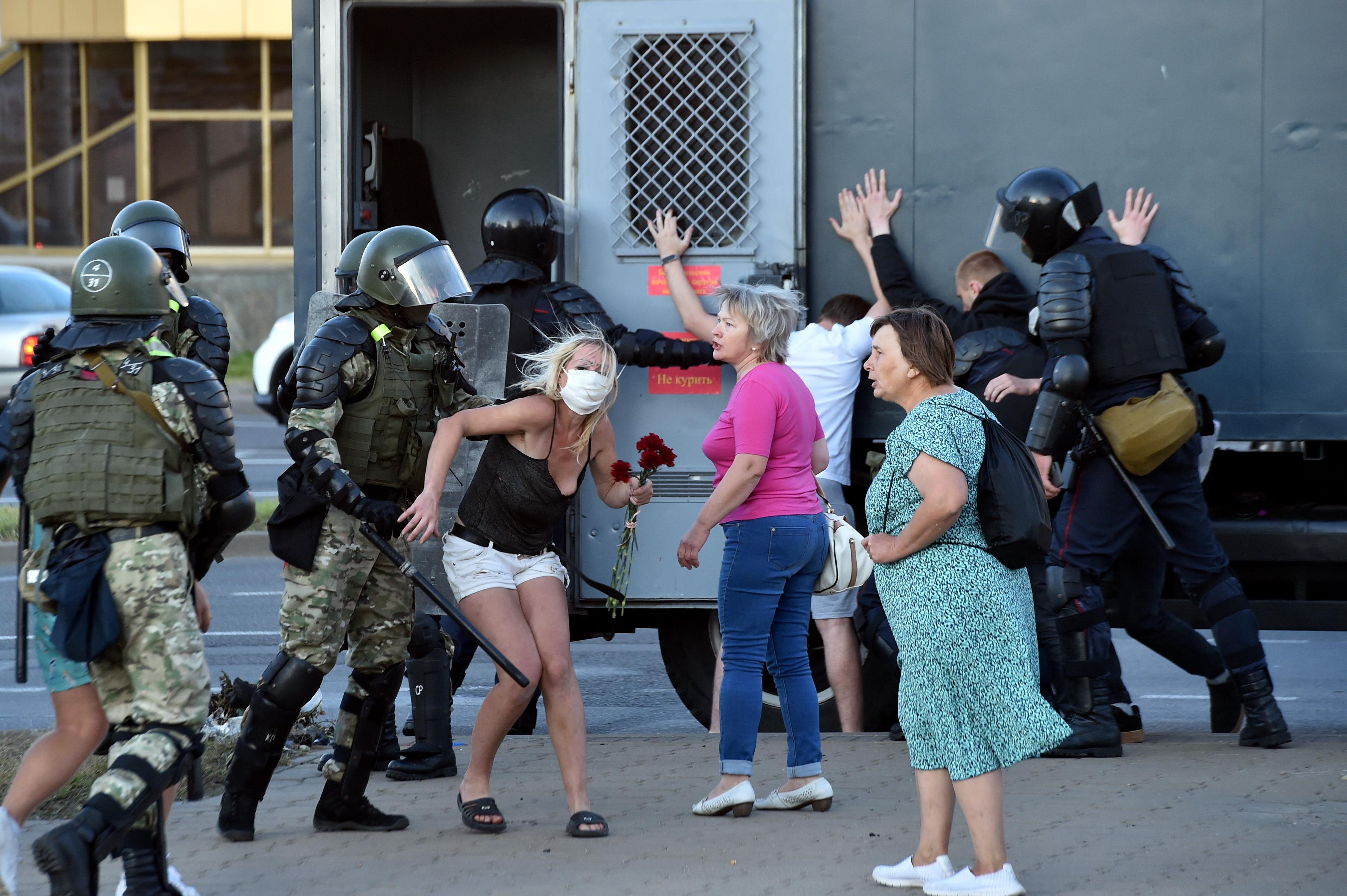 Hatezer embert tartóztathattak már le a fehérorosz kormányellenes tüntetések kezdete óta