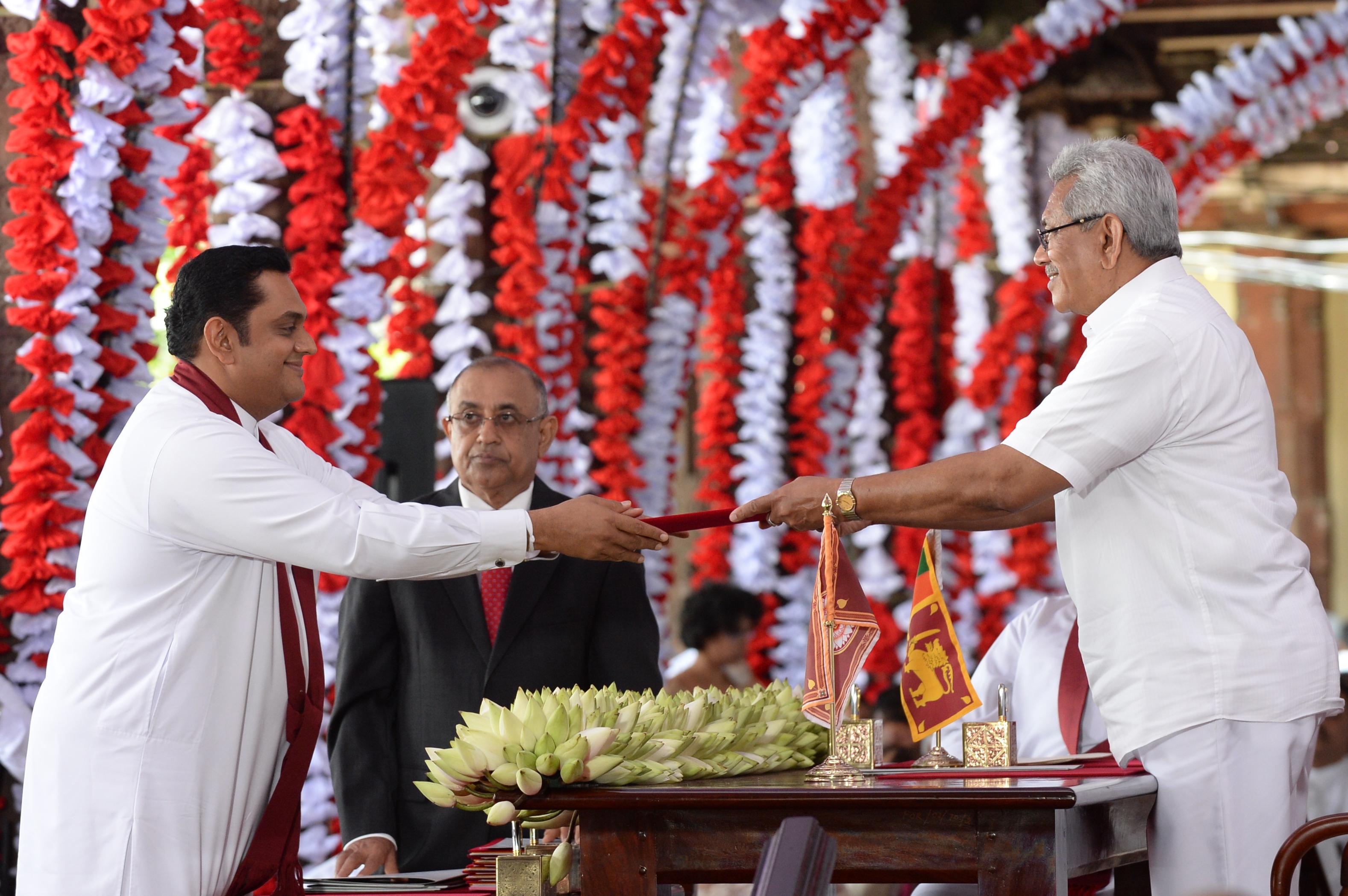 Családtagjait nevezte ki miniszternek a srí lankai elnök