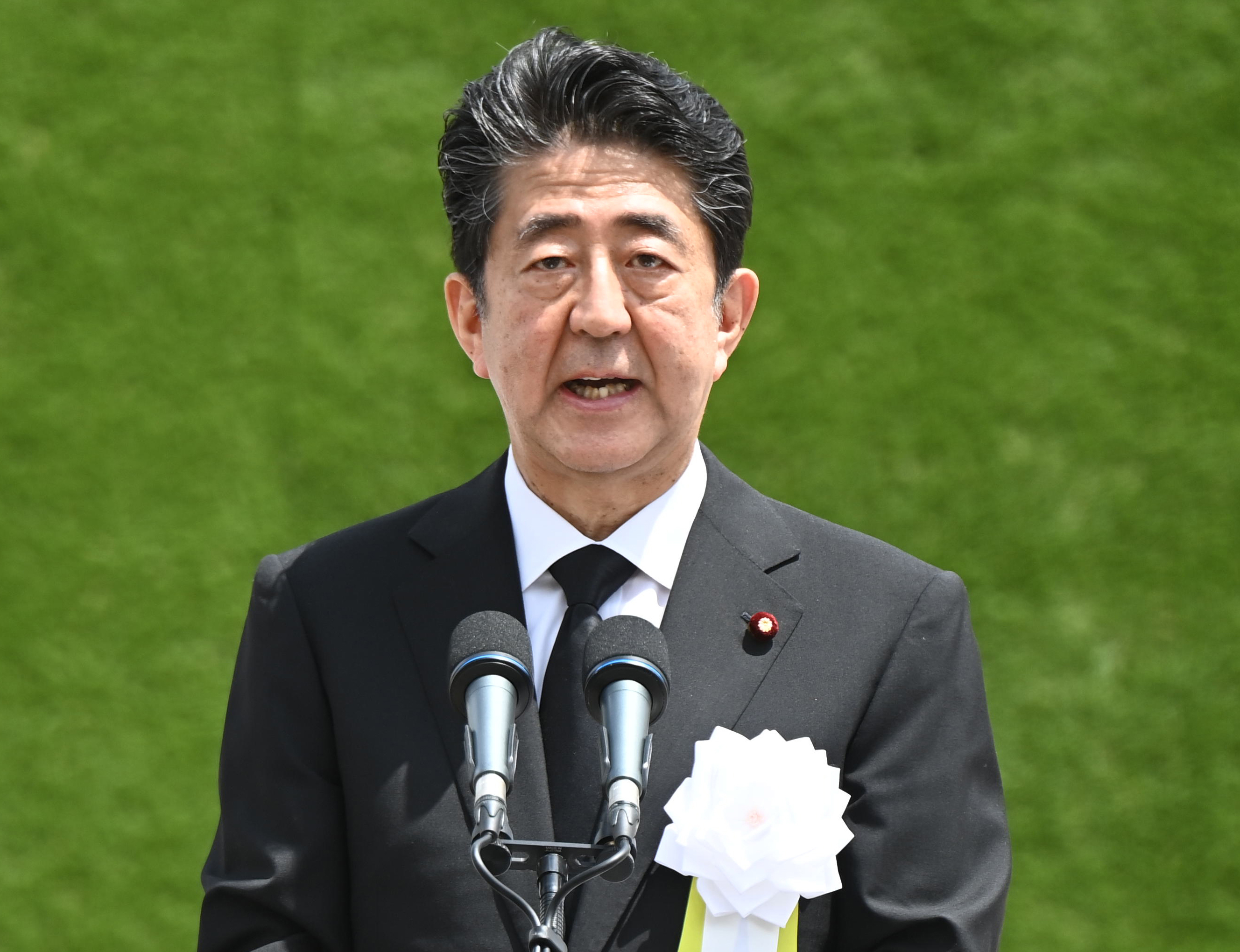 A japán miniszterelnök pár nap különbséggel szinte ugyanazt a beszédet mondta el Hirosimában és Nagaszakiban