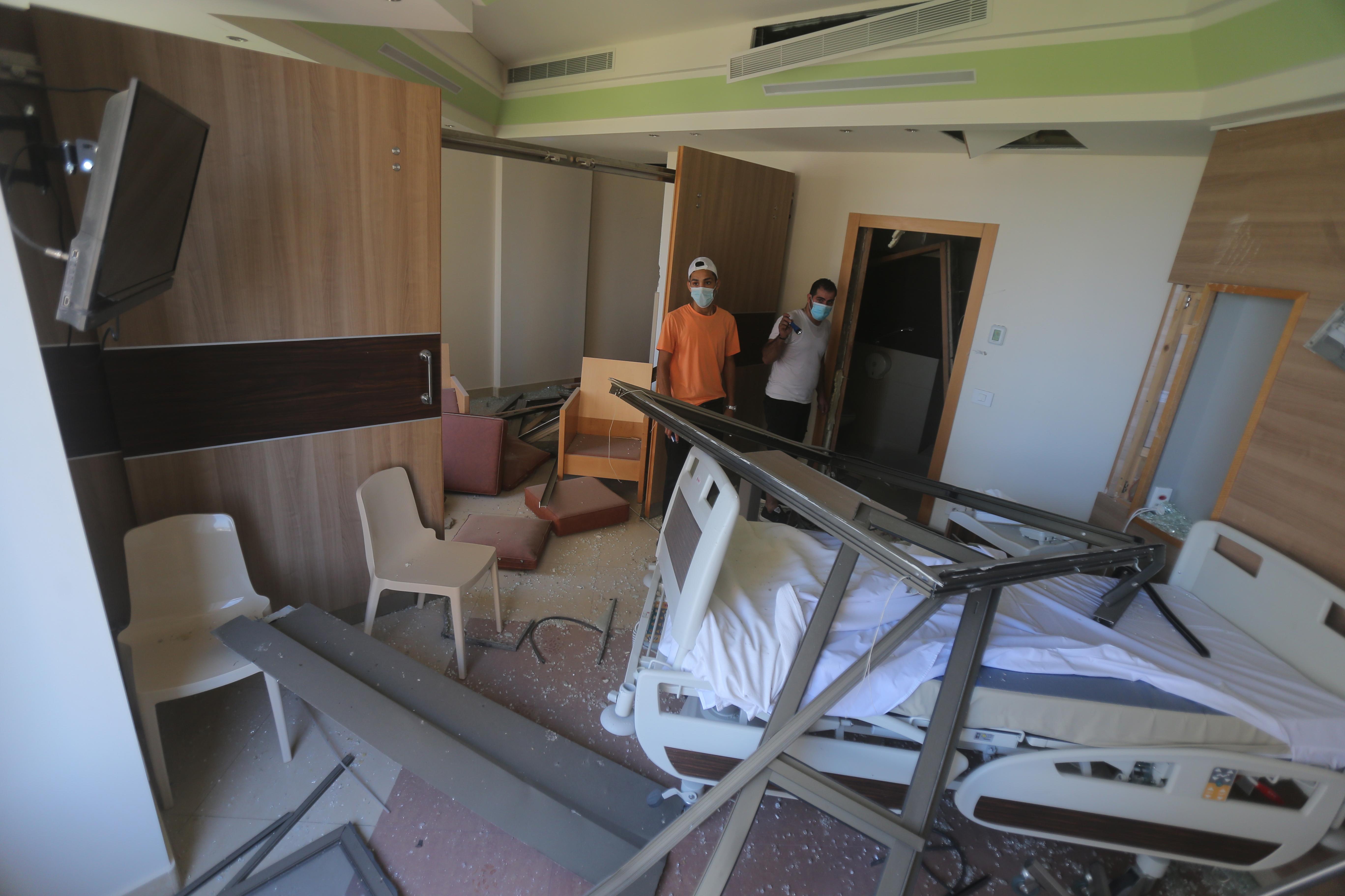 Kórházakat kell bezárni a robbanás és a koronavírus sújtotta Bejrútban