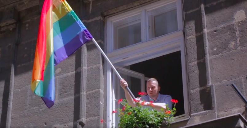 Az azonos nemű párok is megkapják ősztől a jegyescsomagot Terézvárosban