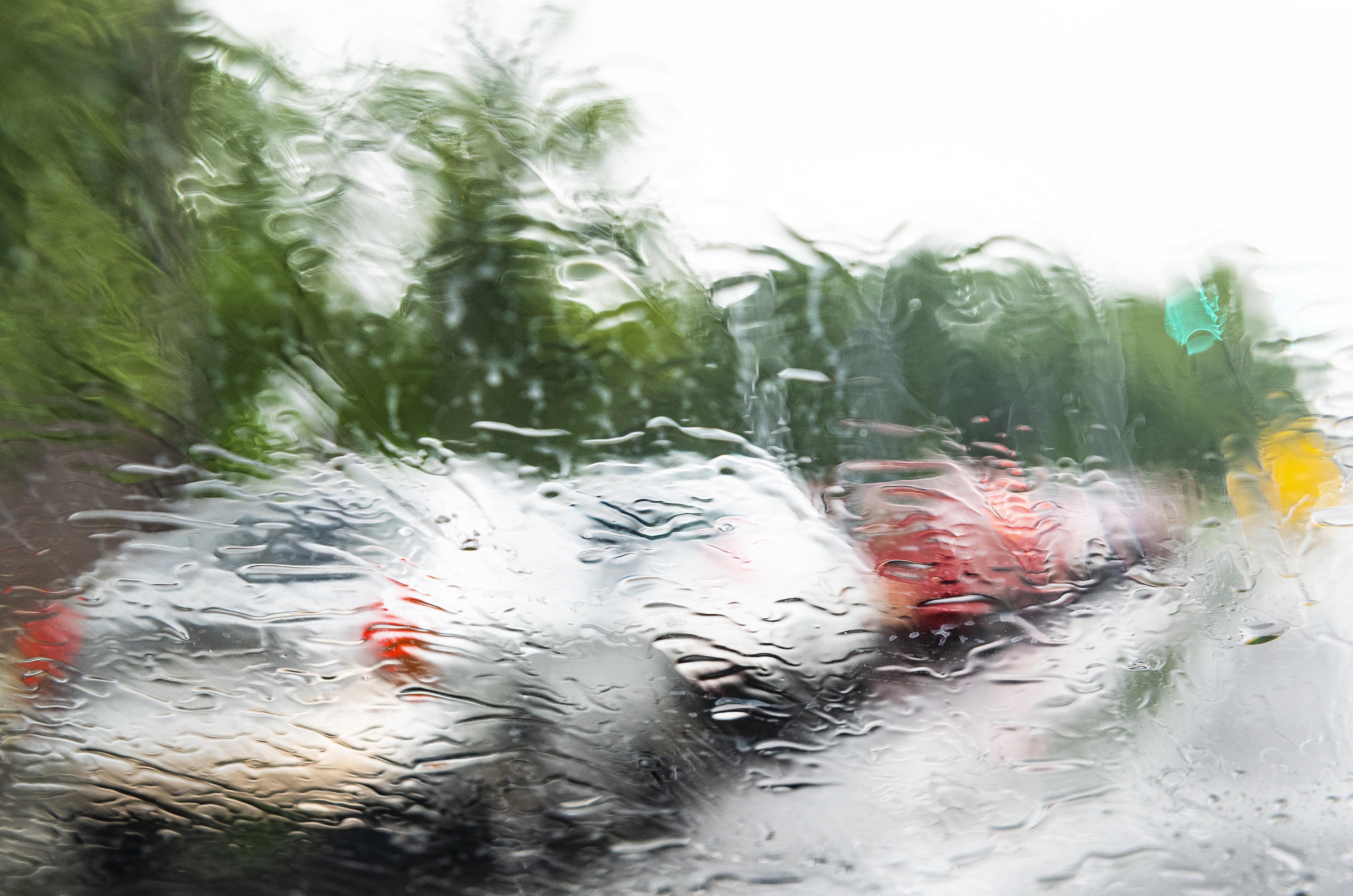 Felhőszakadások és villámárvíz csaphat le ma ránk