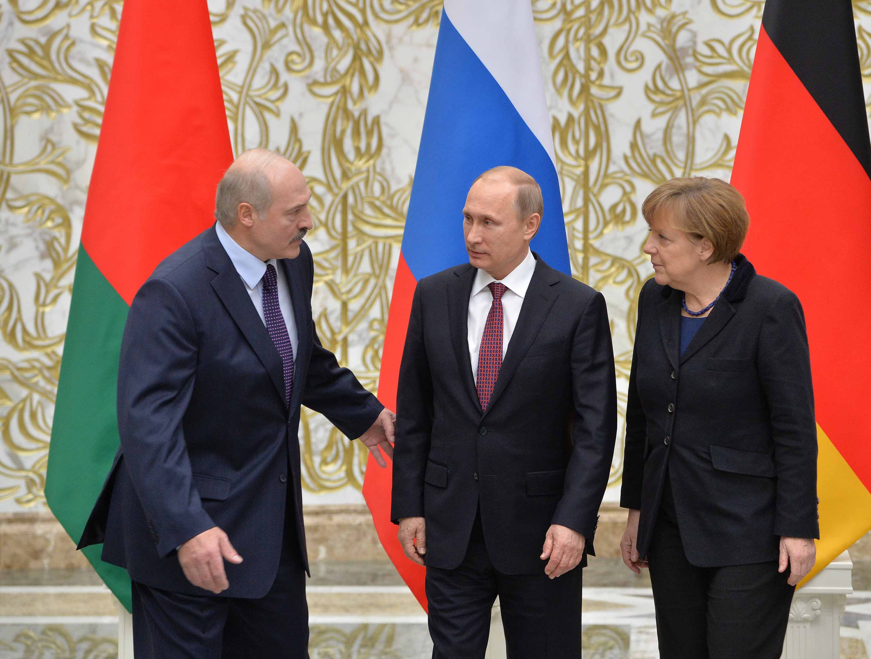 Merkel: fontos, hogy a párbeszéd ne szakadjon meg Moszkvával