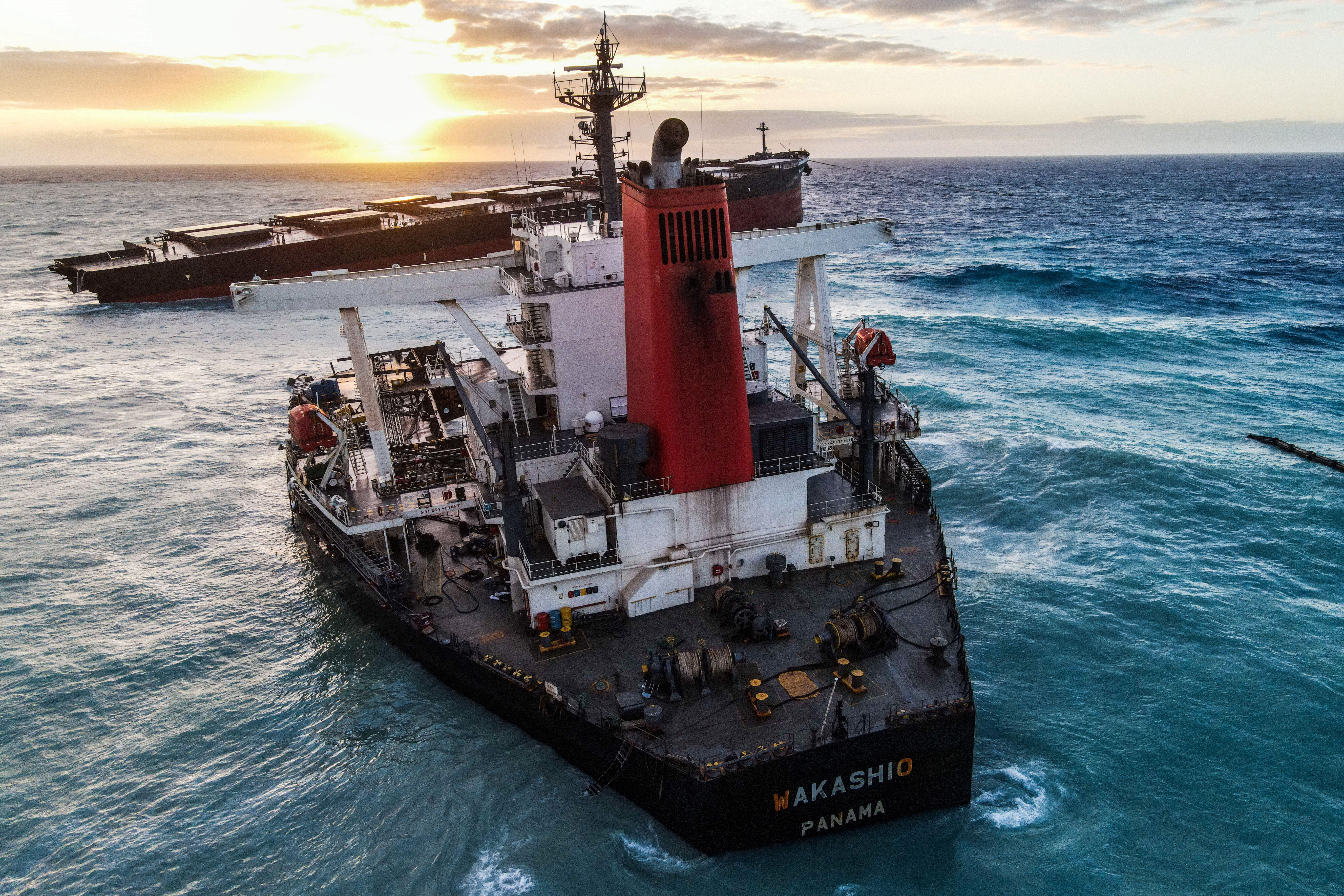 Rejtély, miért haladt a parthoz veszélyesen közel a környezeti katasztrófát okozó teherhajó