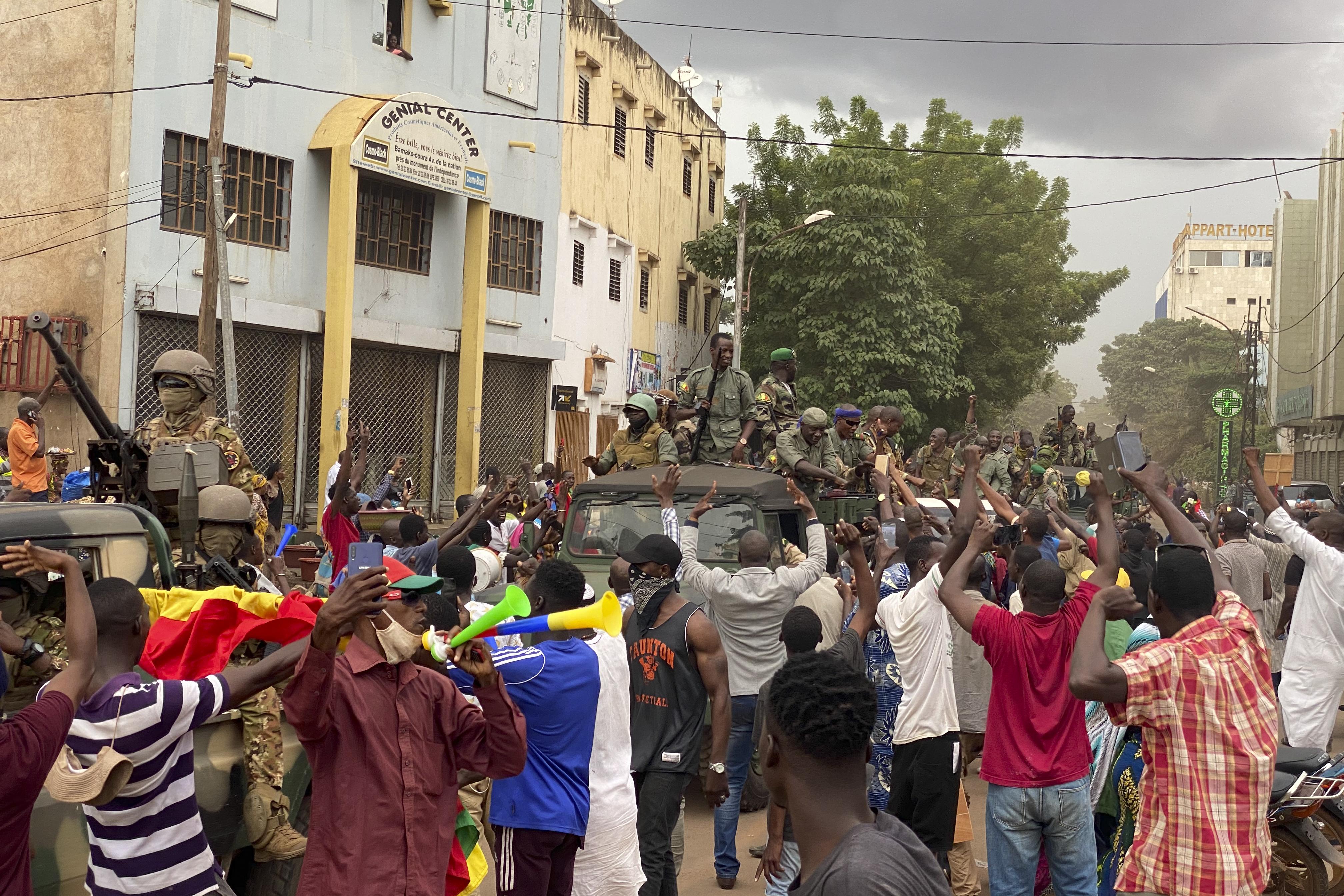 Maliban a hadsereg őrizetbe vette az elnököt és a miniszterelnököt